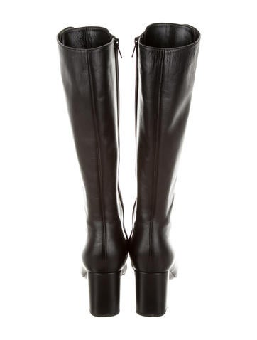 Leather Round-Toe Lace-Up Boots
