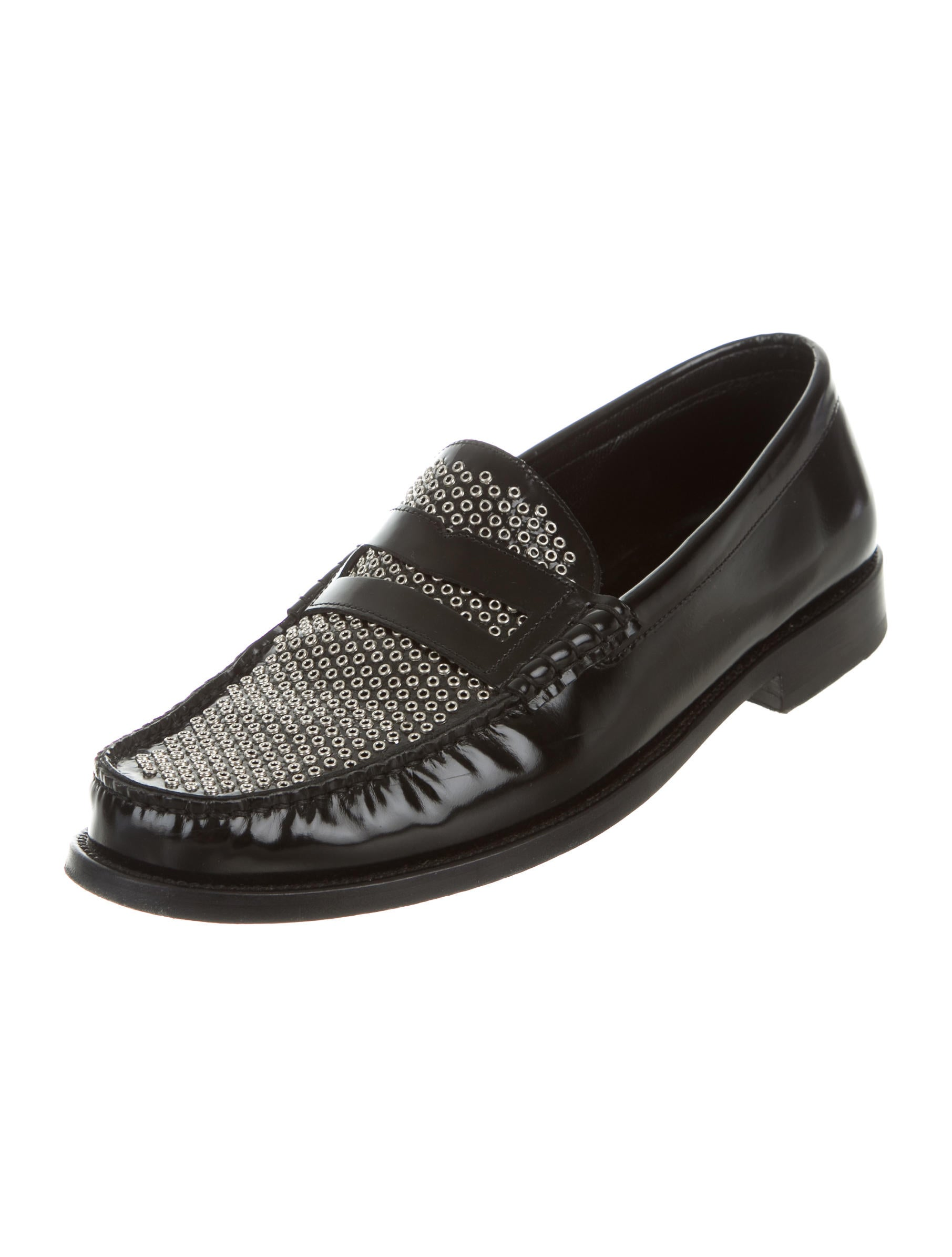 Sep 14,  · Even casual days can be glamorous when you wear these high-fashion loafers. Edgy metal studs give the classic slip-on design a fashionable edge. With a flexible, lightweight rubber sole and foam-padded arch support, you'll make going to the grocery store a stylishly comfortable event.5/5(4).