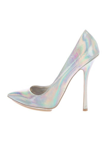 Holographic Pointed-Toe Pumps