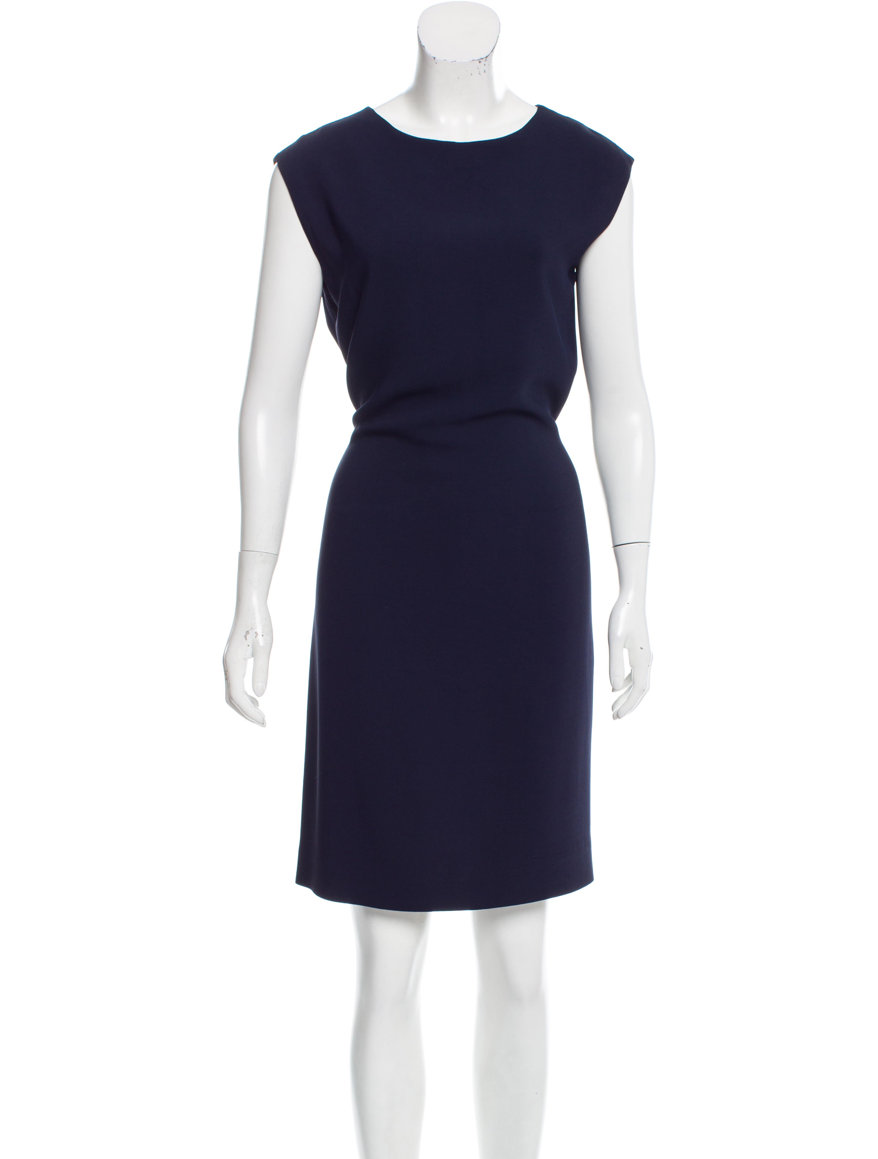 how to wear sleeveless shift dress