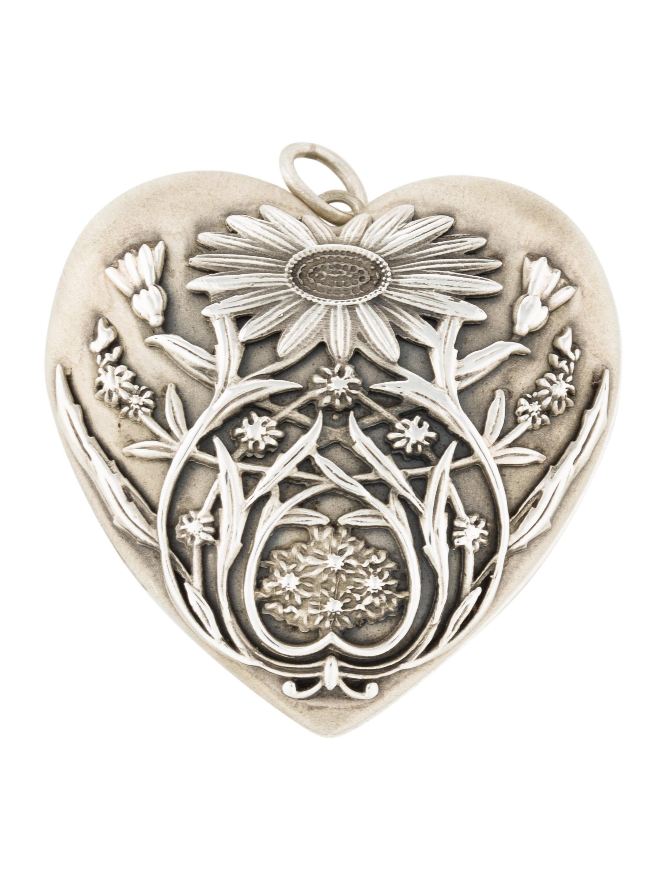 8475a8fed67 Tiffany   Co. Ziegfeld Daisy Heart Locket Pendant - Necklaces ...