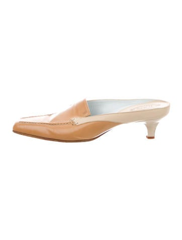 Tod's Leather Round-Toe Mules None