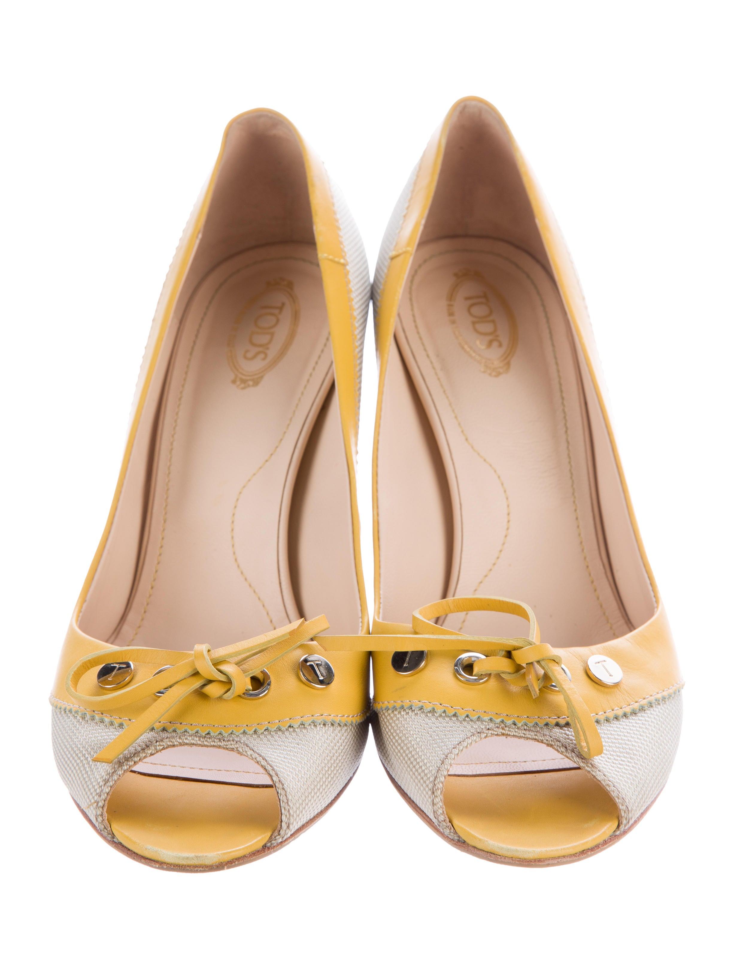 tod s canvas peep toe pumps shoes tod41017 the realreal