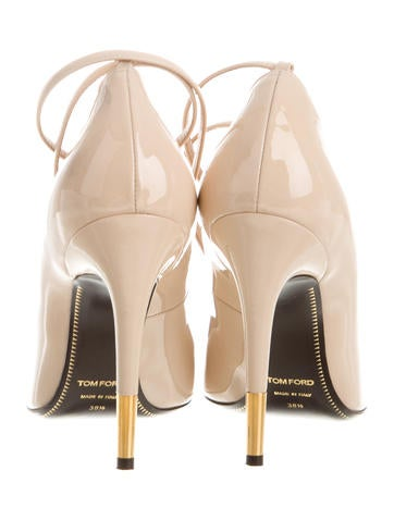 Padlock Patent Leather Pumps