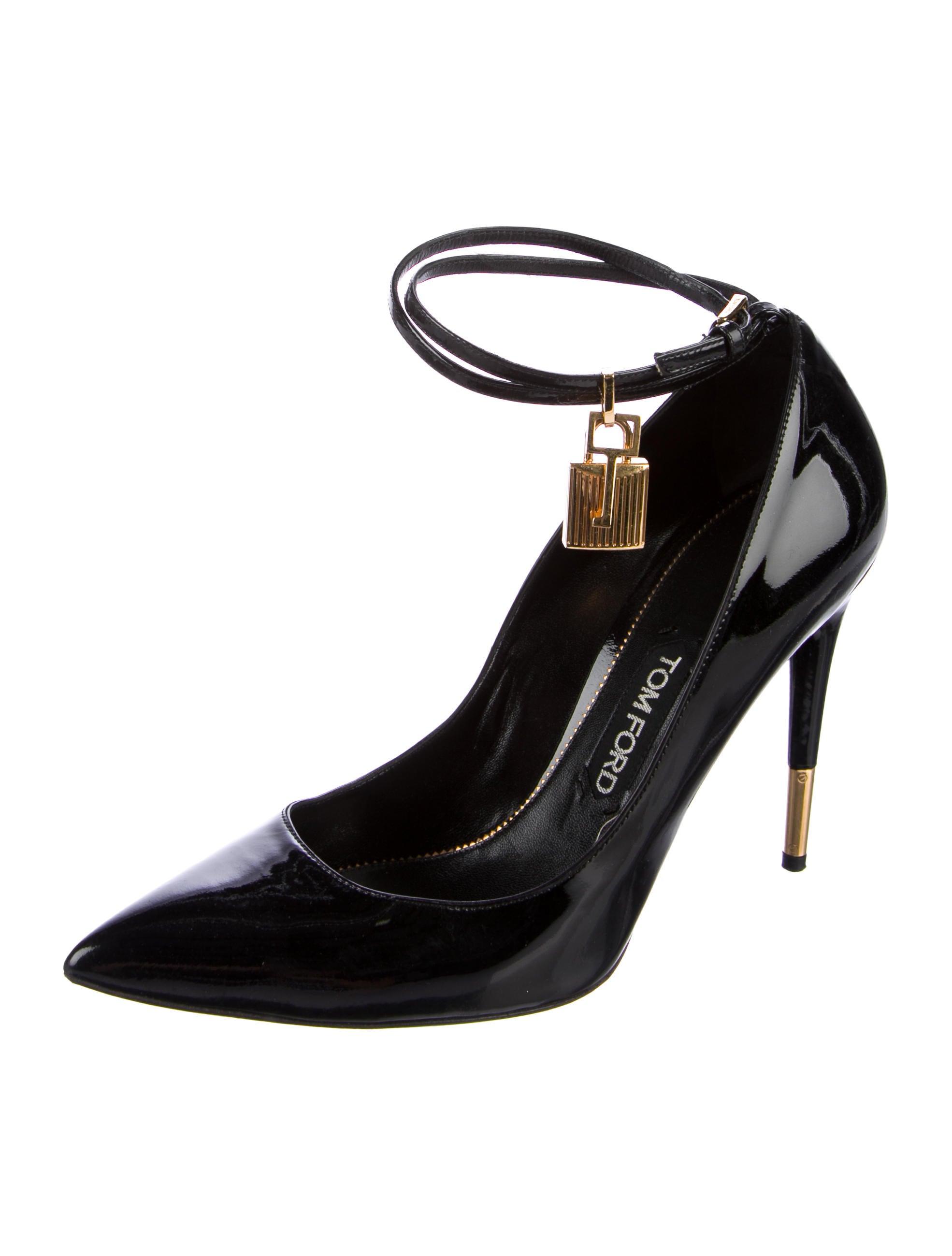 tom ford patent leather padlock pumps shoes tom39418. Black Bedroom Furniture Sets. Home Design Ideas