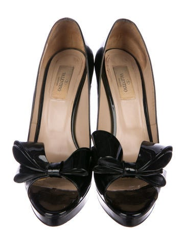 6a9909f487a Valentino Patent Leather Bow Pumps - Shoes - VAL97869