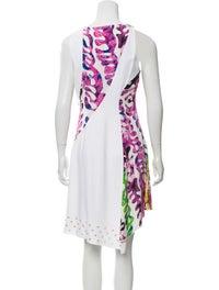Sleeveless Knee-Length Dress image 3