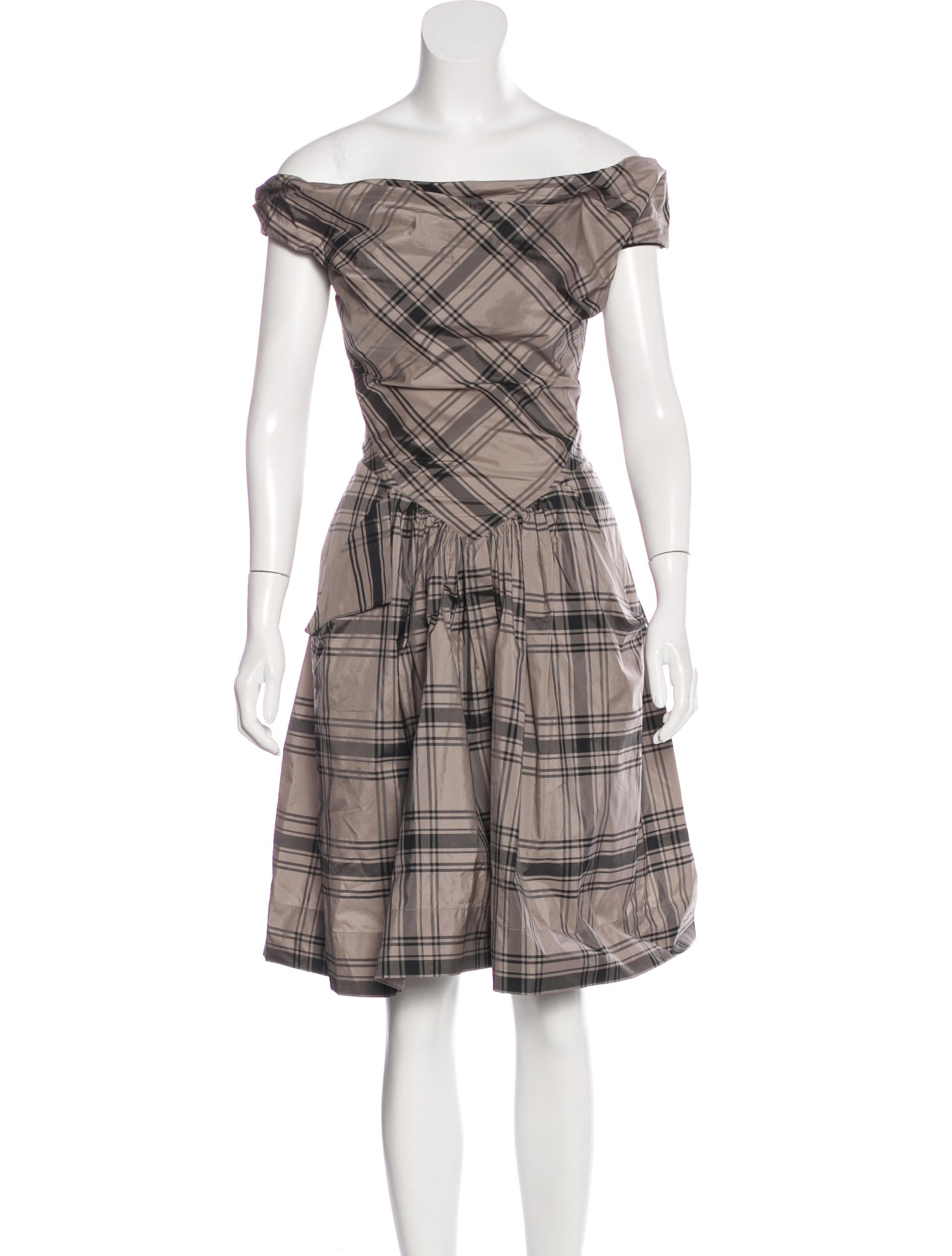 The Button Up Plaid Dress features sleeveless, short length and flared hem -Sleeveless design lets your arms free, it's suitable for summer -Button up add the decorated belt design show casual and sweet.