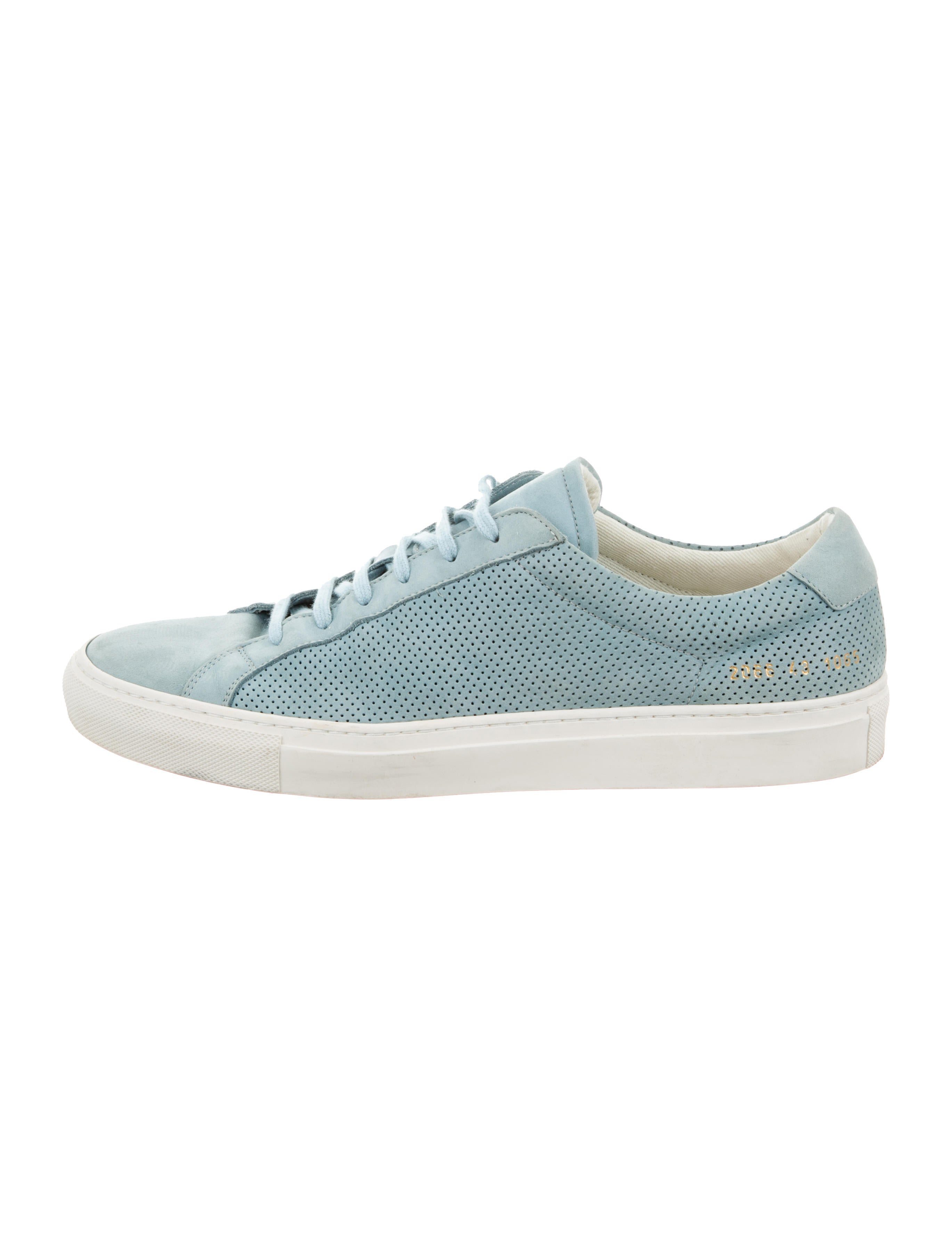 common projects shoes Discover stark minimalism in the selection of common projects running shoes find contemporary sneakers in high and low shapes online at farfetch.