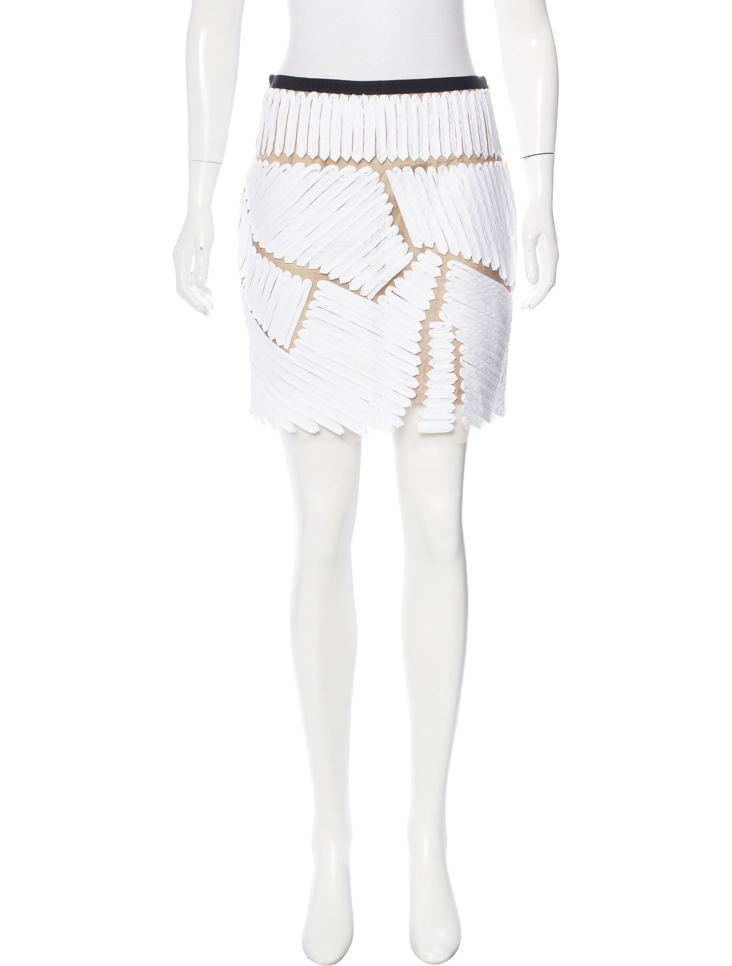 escort girls in hamilton skirt