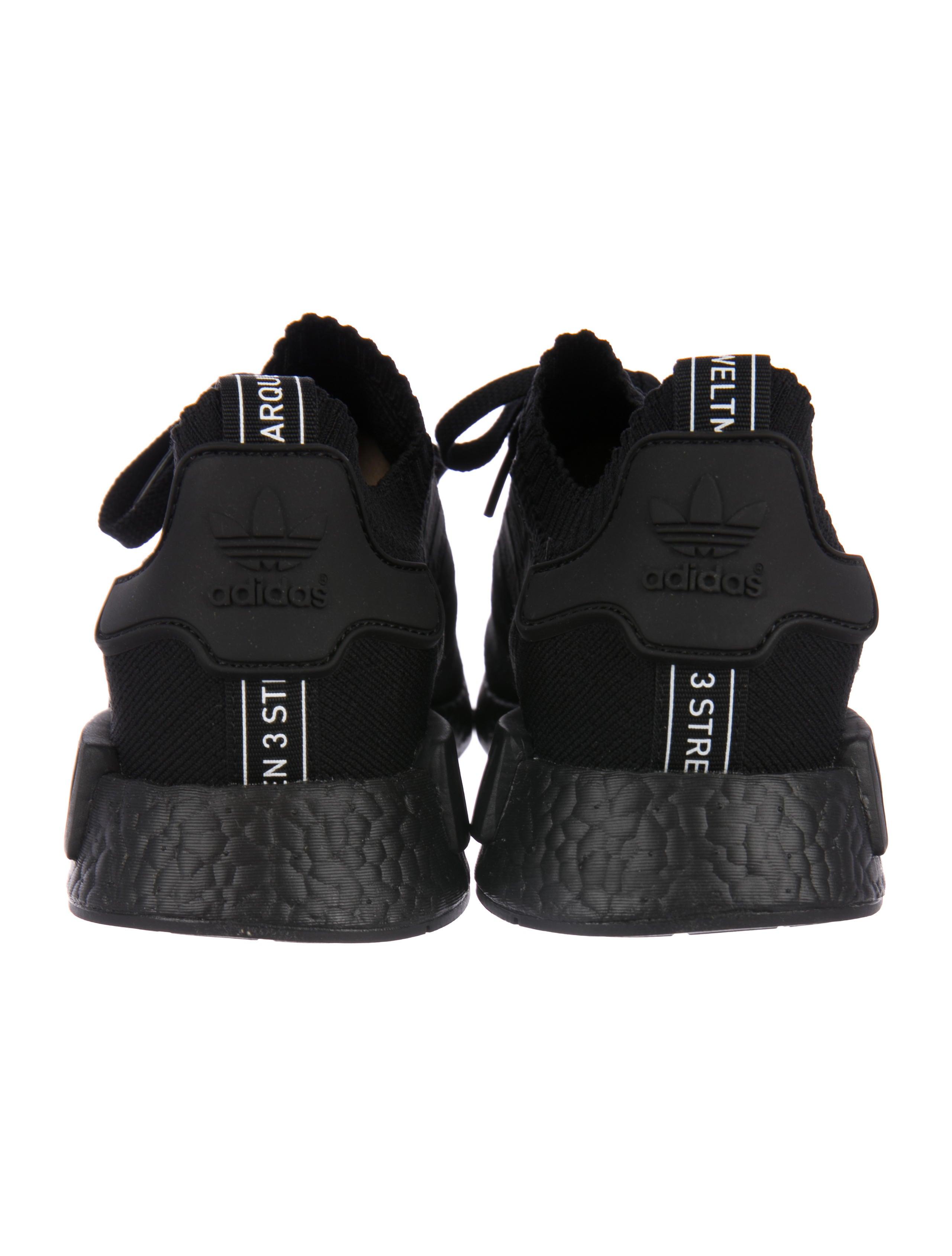 adidas 2017 nmd r1 pk giappone triple black scarpe w / tag scarpe
