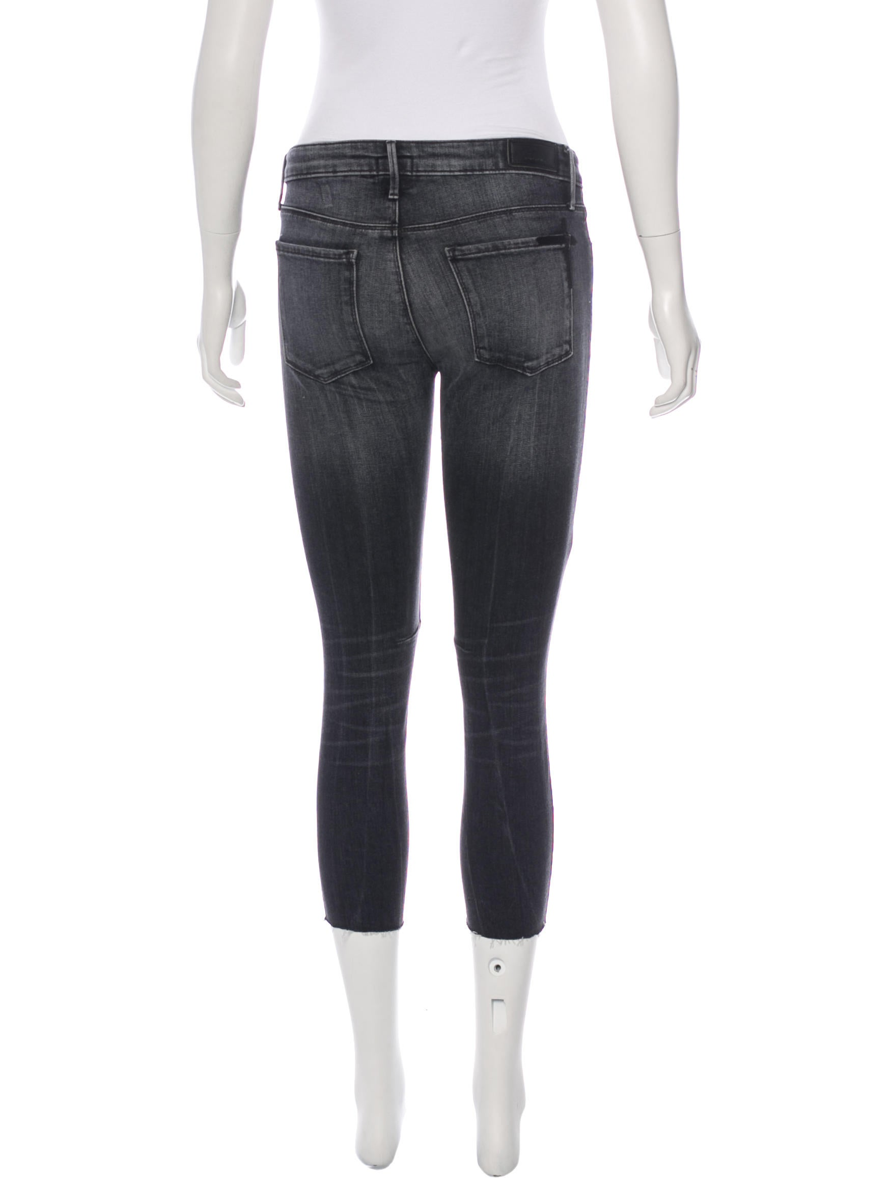 The Nora Jeans are your ultimate high waisted mom jeans. With a tapered leg that creates a relaxed carrot-fit, this 5-pocket jean is a modern-day call back to the 90s.