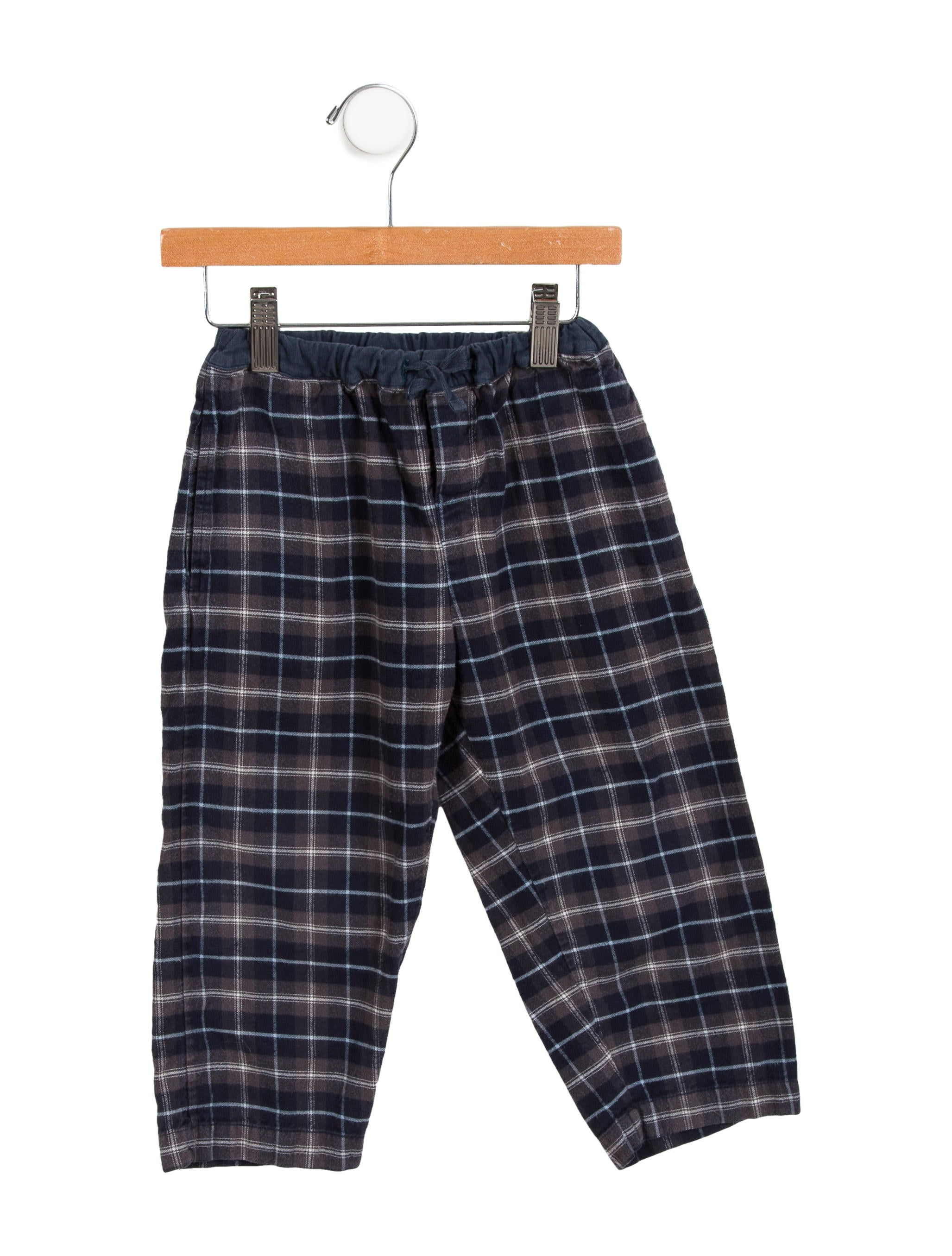 Sears' selection of pajama sets, lounge pants and character apparel make it easy to find boys' sleepwear that is as comfy as it is fun. You'll find a wide variety of character pajamas, featuring your little man's favorite cartoons on them.