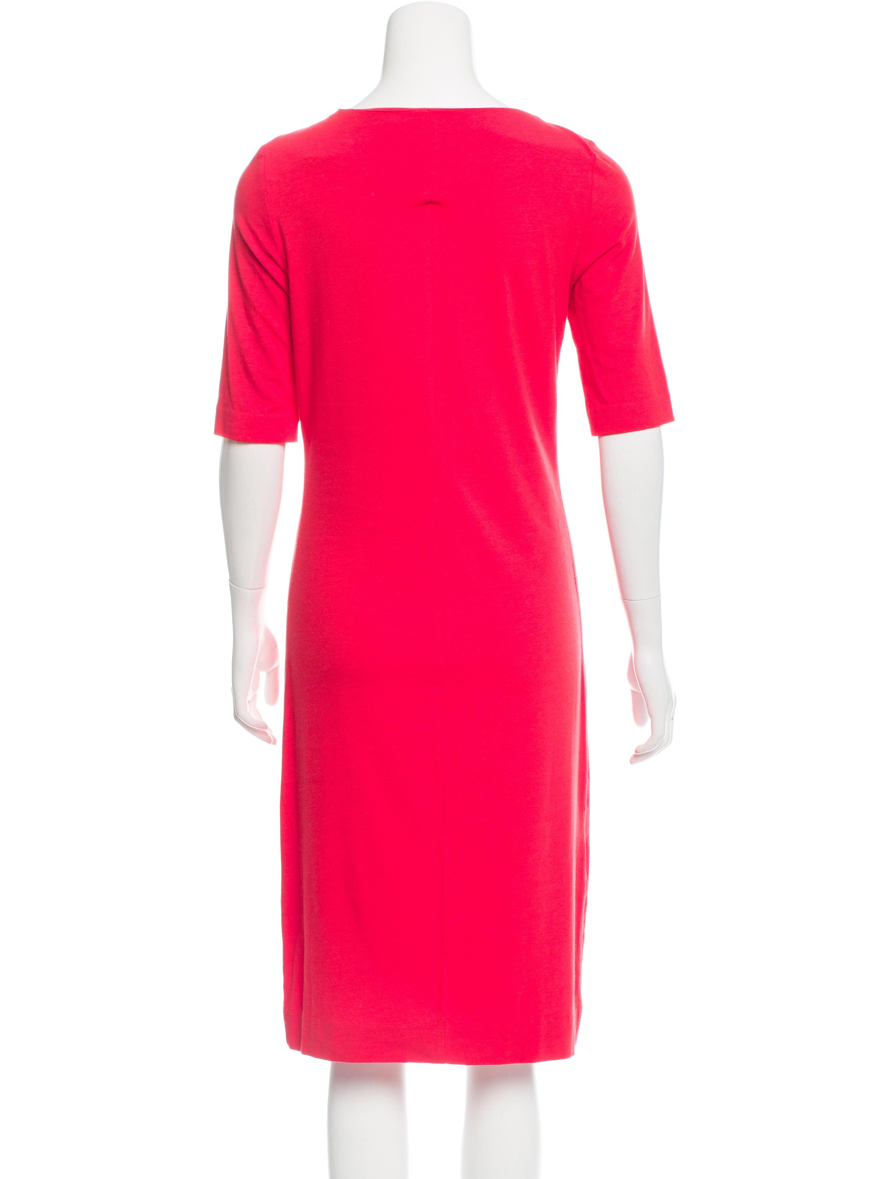 Diane von Furstenberg Short Sleeve Bodycon Dress  : WDI1015733enlarged from www.therealreal.com size 2880 x 3799 jpeg 361kB