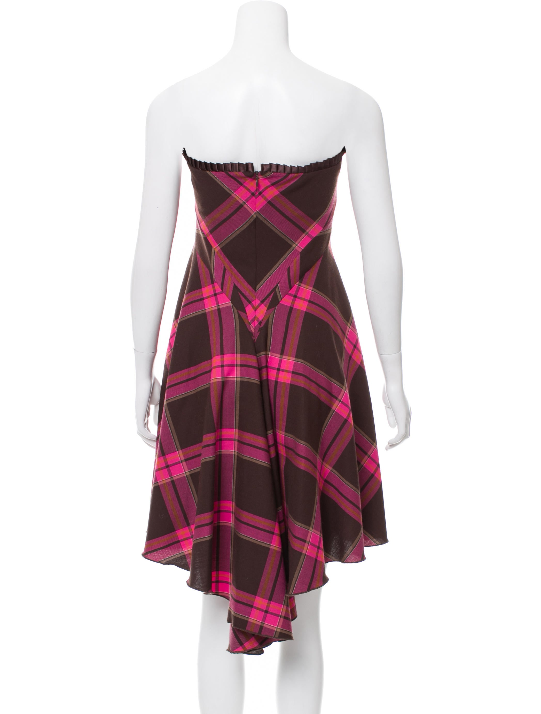 Plaid Dress. This season, pop some pattern into your wardrobe with the latest plaid dresses. Whether you're headed to the office or a night out on the town, these stylish standouts are sure to .