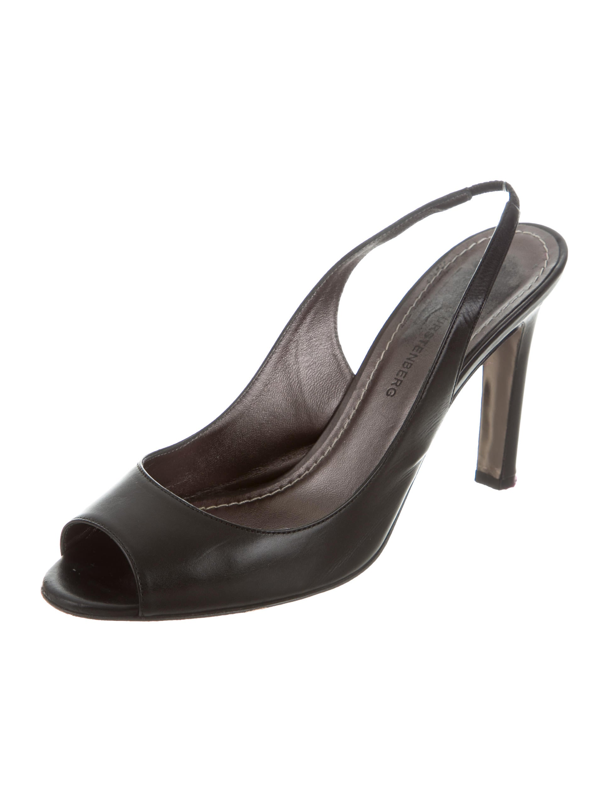 Roger Vivier Belle Vivier Pumps In Patent Leather - Belle Vivier pumps in patent leather with branded metal buckle. Belle Vivier, one of the icons of the Maison, was created back in .