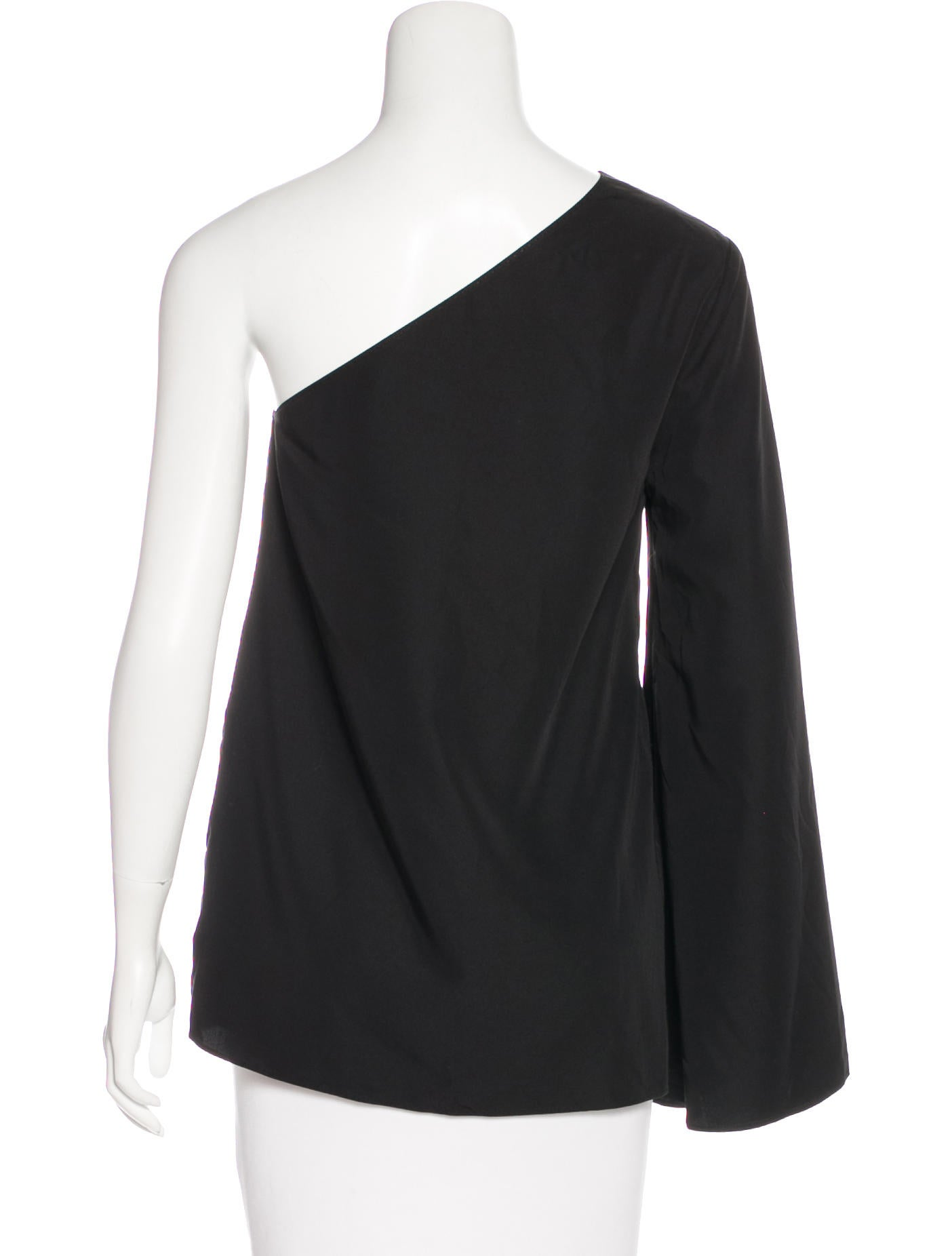 These elbow sleeve tops can be layered over other tops and dresses for a little extra warmth during cooler spring and fall weather. A layered elbow top worn over the top of a dress or embellished top can look very smart for an evening out at a high-end restaurant or the theater.