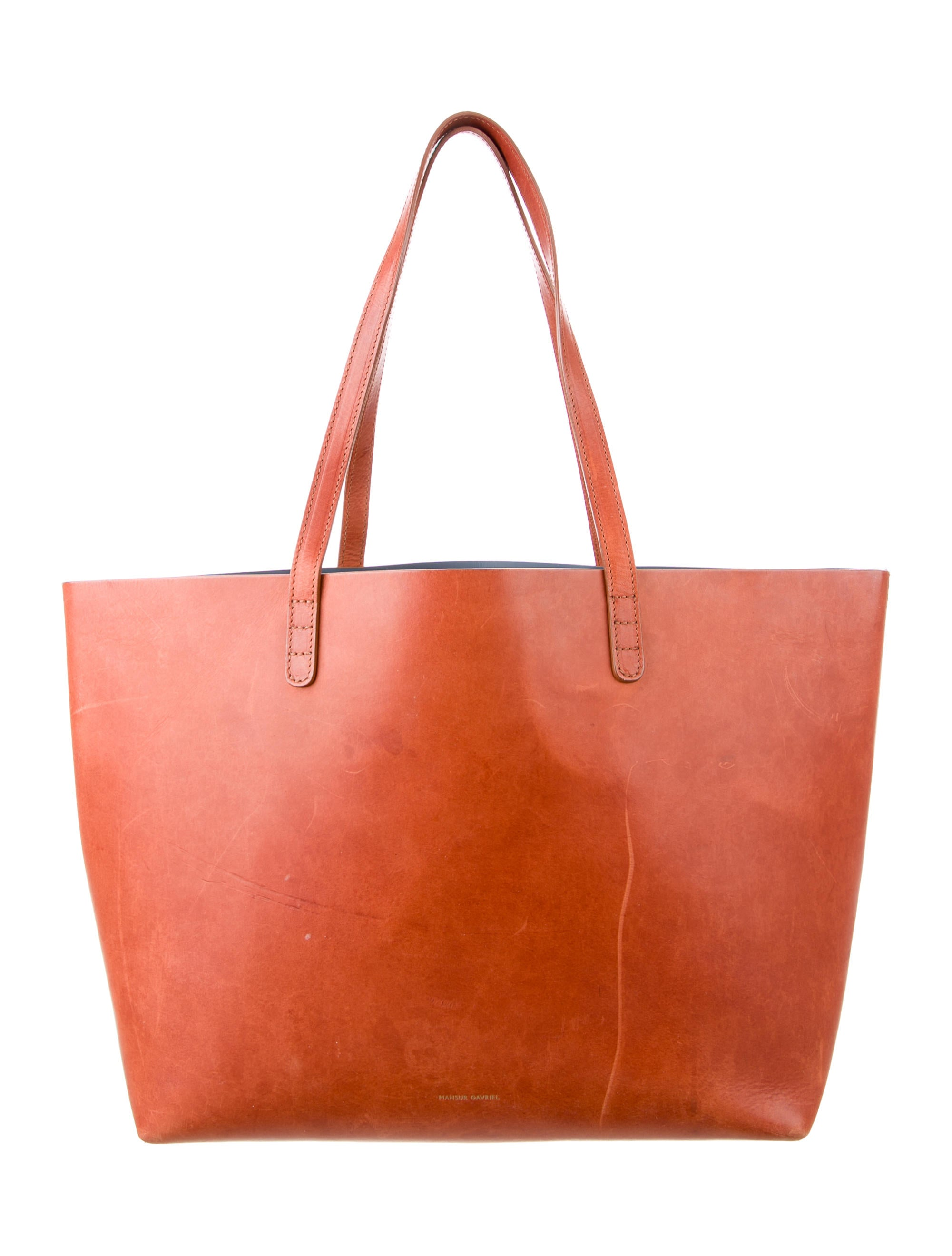 Shop women's outlet handbags, purses & leather wallets sale. G.H. Bass & Co. leather handbags are classic additions to your wardrobe. Free shipping $75+.