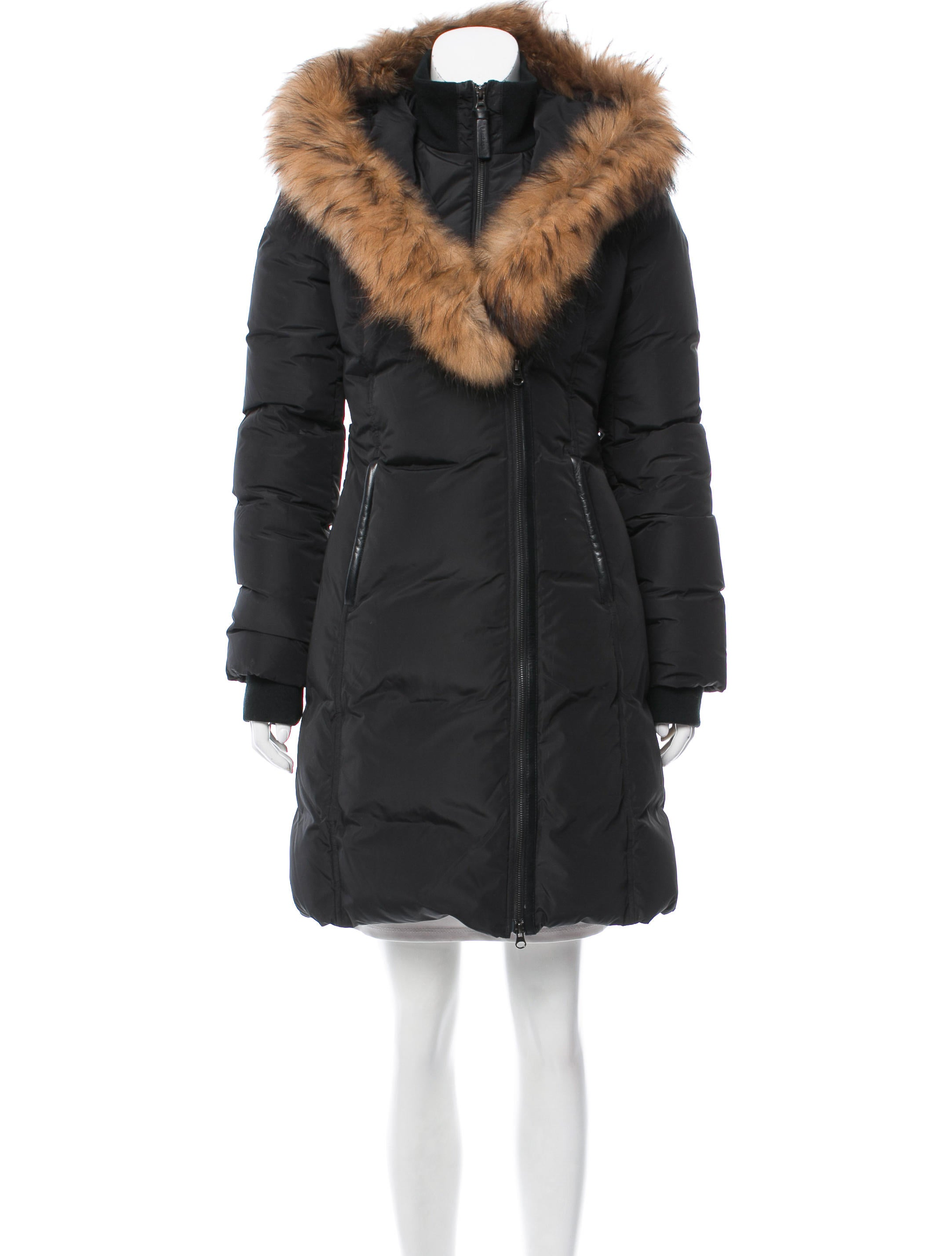 You'll simply love our plush fox fur coats, amazingly soft rabbit fur coats, and knitted fur coats. Many of our women's fur coats feature stylish fur trim—remember to look for fur coats with rabbit fur trim, fur jackets with chinchilla fur trim, and women's fur coats with raccoon fur trim.