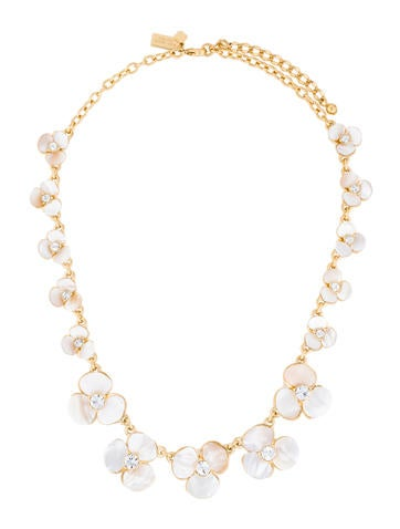 Mother of Pearl Graduated Flower Collar Neckalce