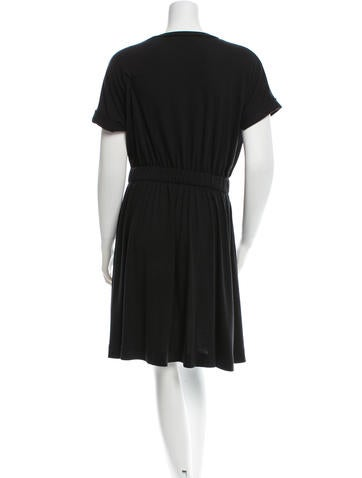 Short Sleeve Scoop Neck Dress