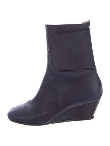 MM6 by Maison Martin Margiela Leather Round-Toe Wedge Boots None