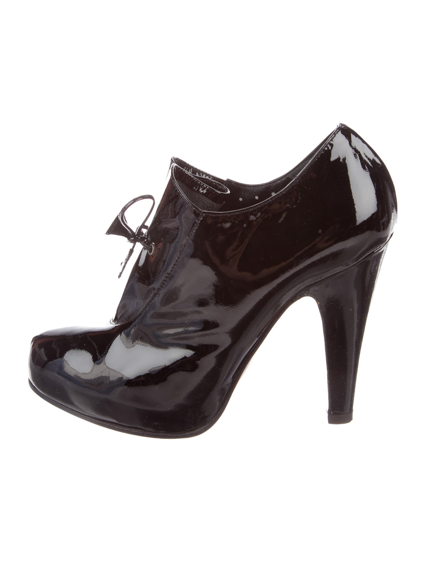Moschino Cheap and Chic Patent Leather Round-Toe Pumps buy cheap big sale 2015 new best prices online clearance marketable cheap the cheapest aWxV3T2qe