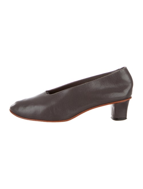 Martiniano Leather Round-Toe Pumps Grey