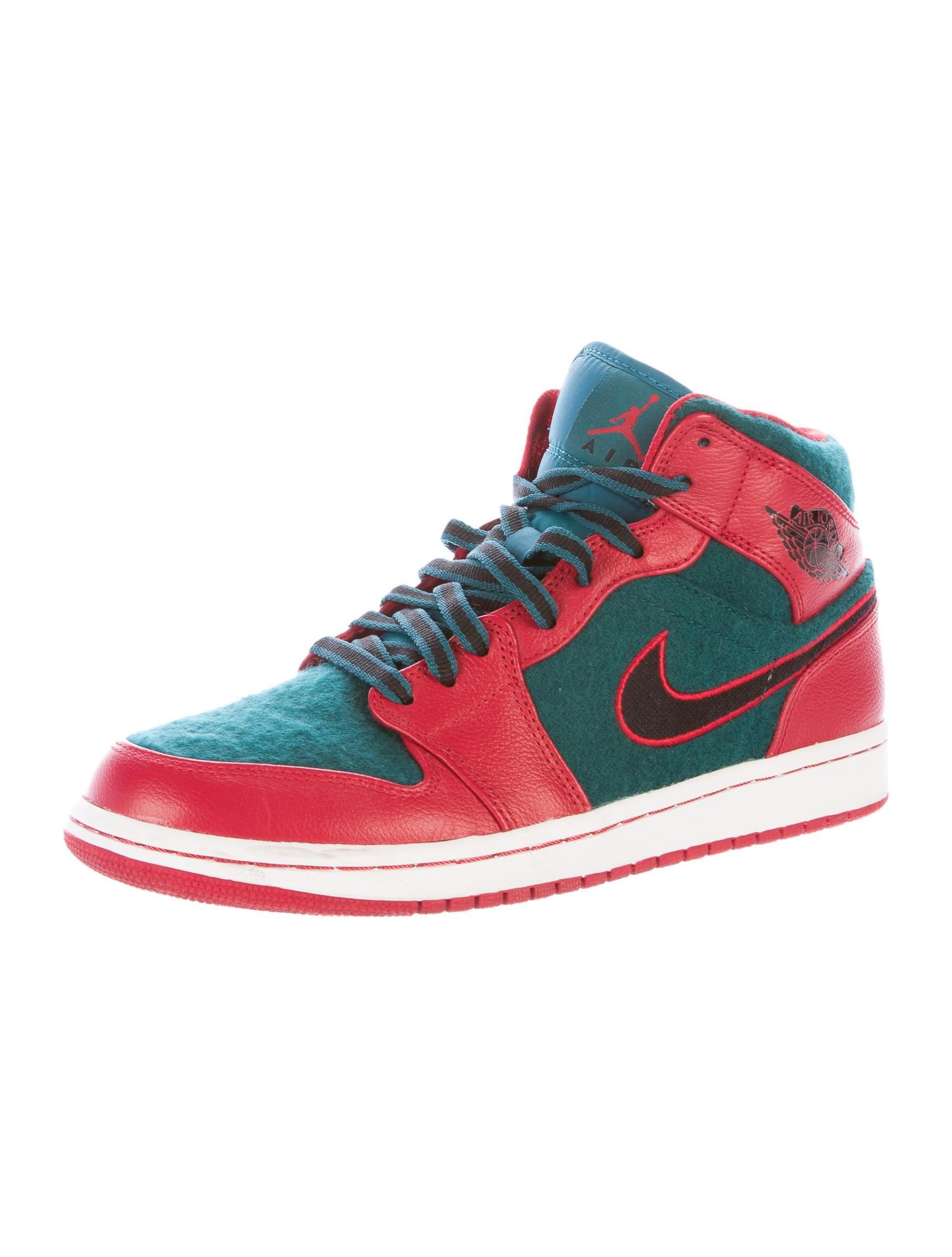 nike air jordan 1 mid top sneakers shoes wniaj20026. Black Bedroom Furniture Sets. Home Design Ideas