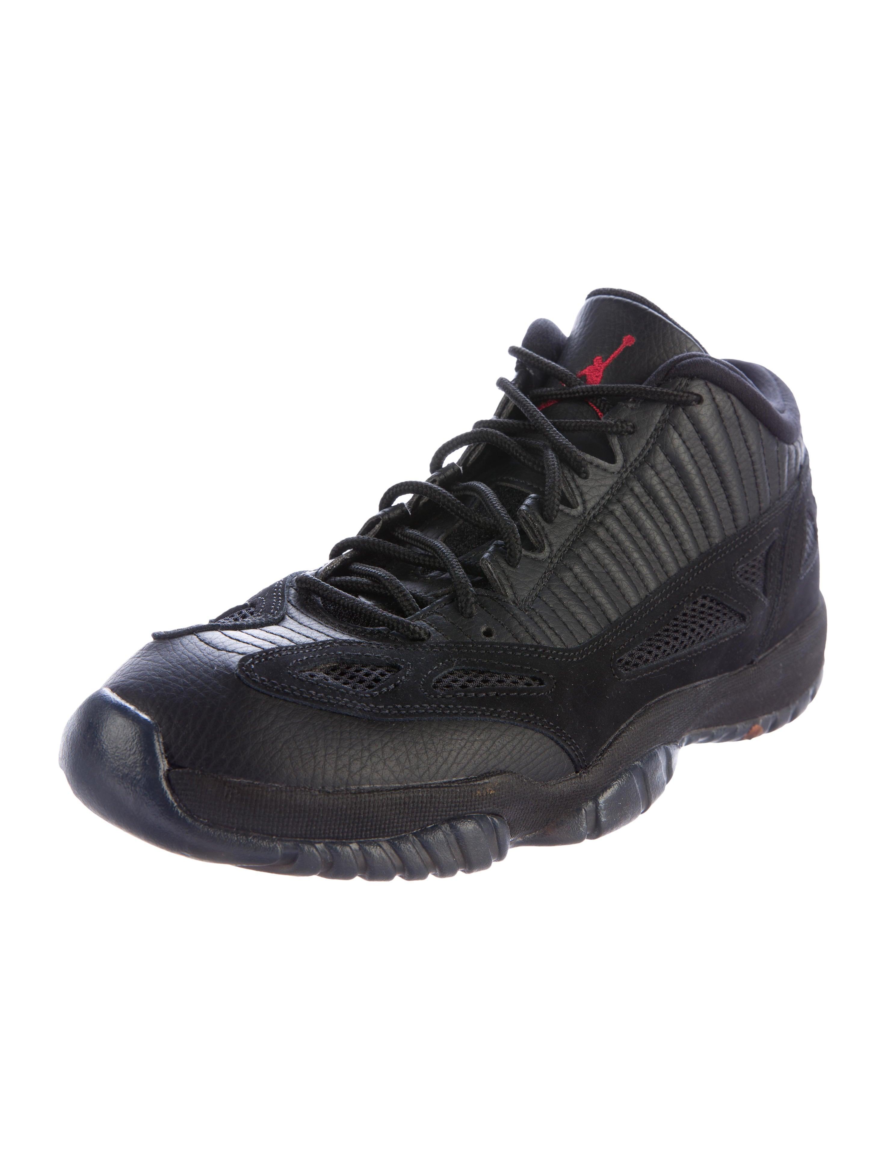 premium selection b14e8 e8981 Nike Air Jordan 11 Low Top Air Jordan 11 Shoes