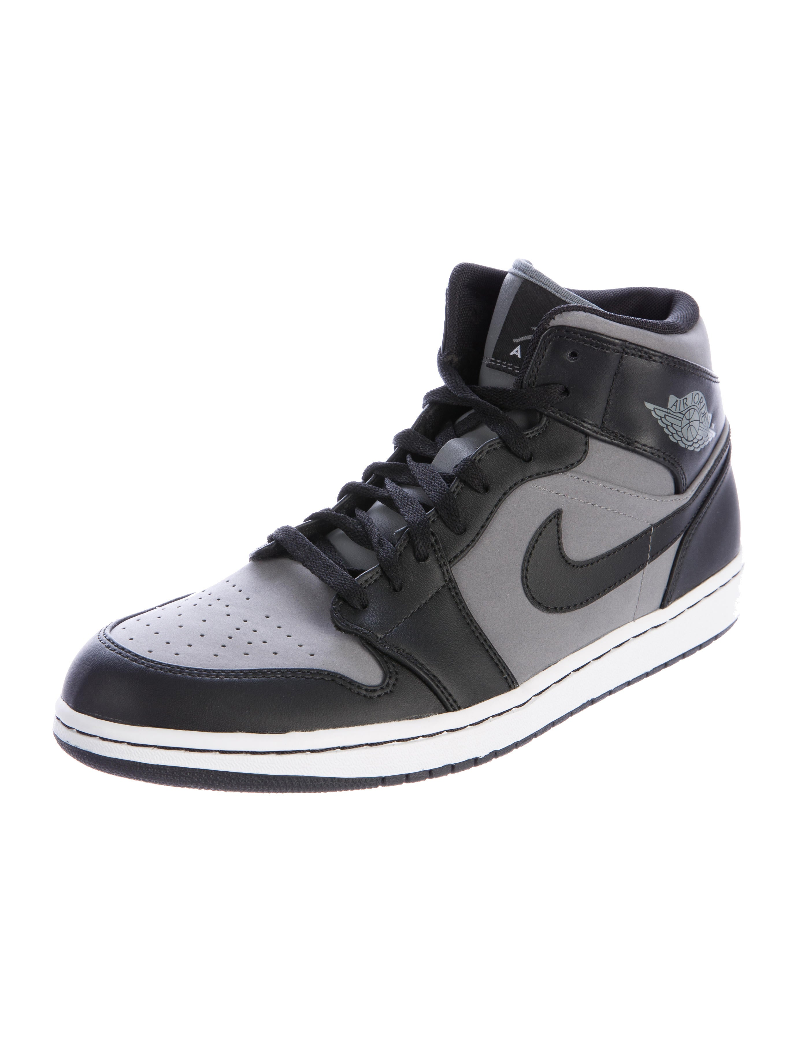 nike air jordan 1 mid sneakers w tags shoes. Black Bedroom Furniture Sets. Home Design Ideas