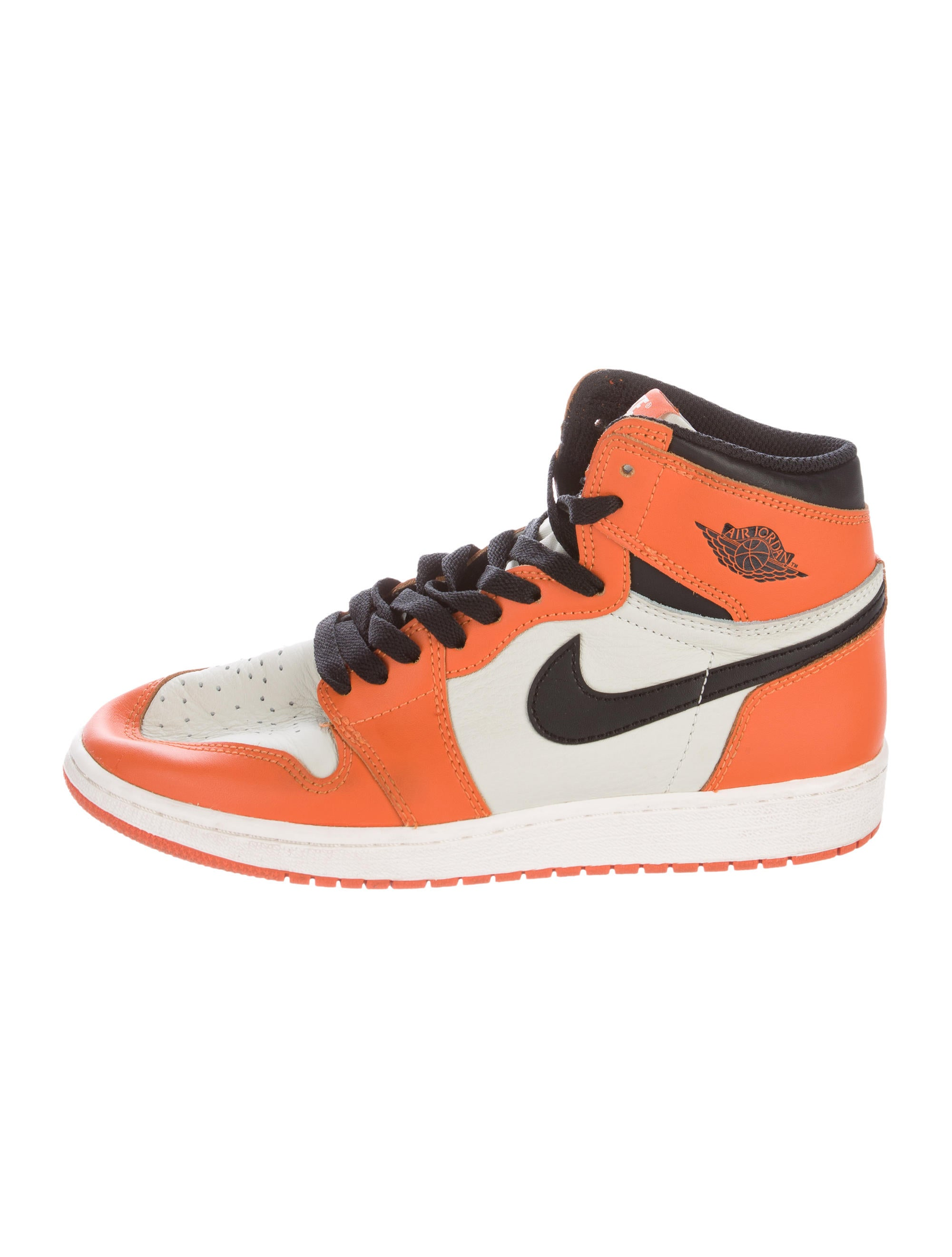 boys nike high top basketball shoes. Shop for boys shoes, clothing and. I cant make it out said the Professor. They are better artists than the Hindu, that carving you are looking at is Japanese, by the way, better artists and stronger workmen, man for man.