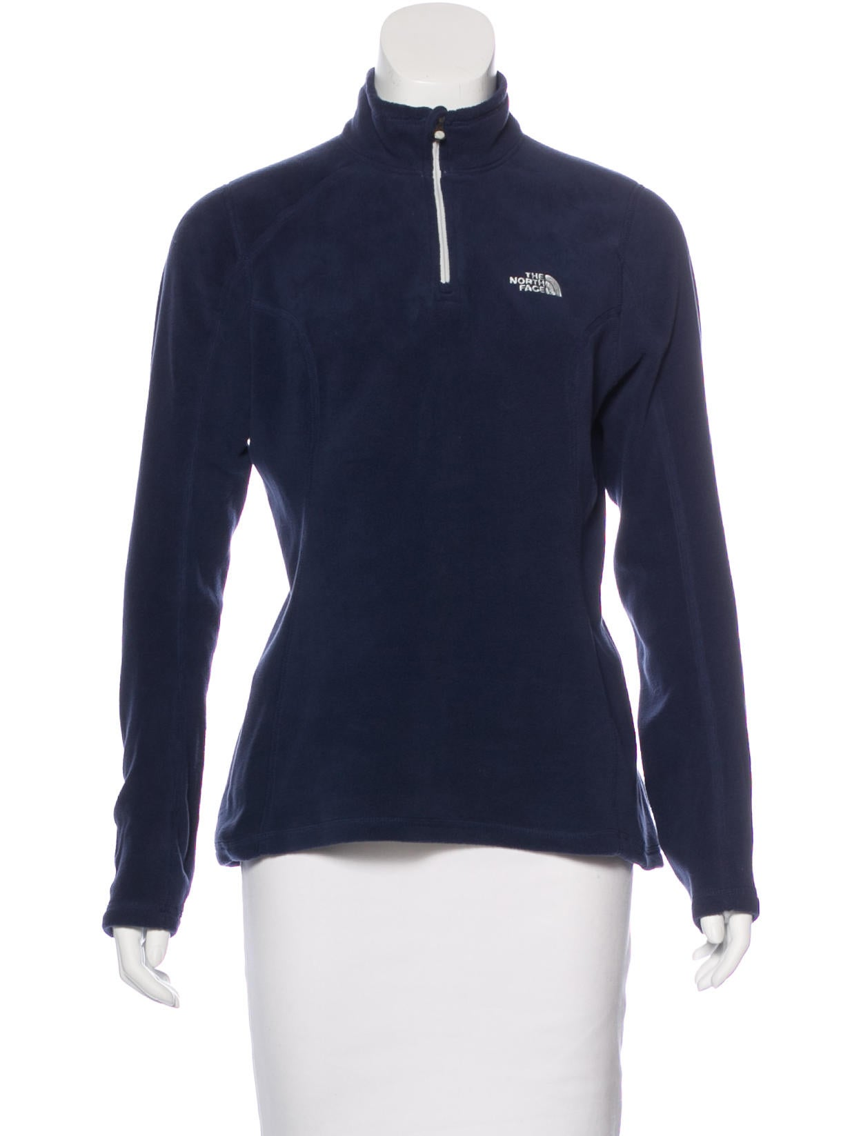 Keep toasty with the help of a fleece sweater or shirt—perfect for running errands on the town or logging miles during your morning run. Women's fleece jackets and sweaters with brushed interiors feel soft and comfortable when the weather is chilly.