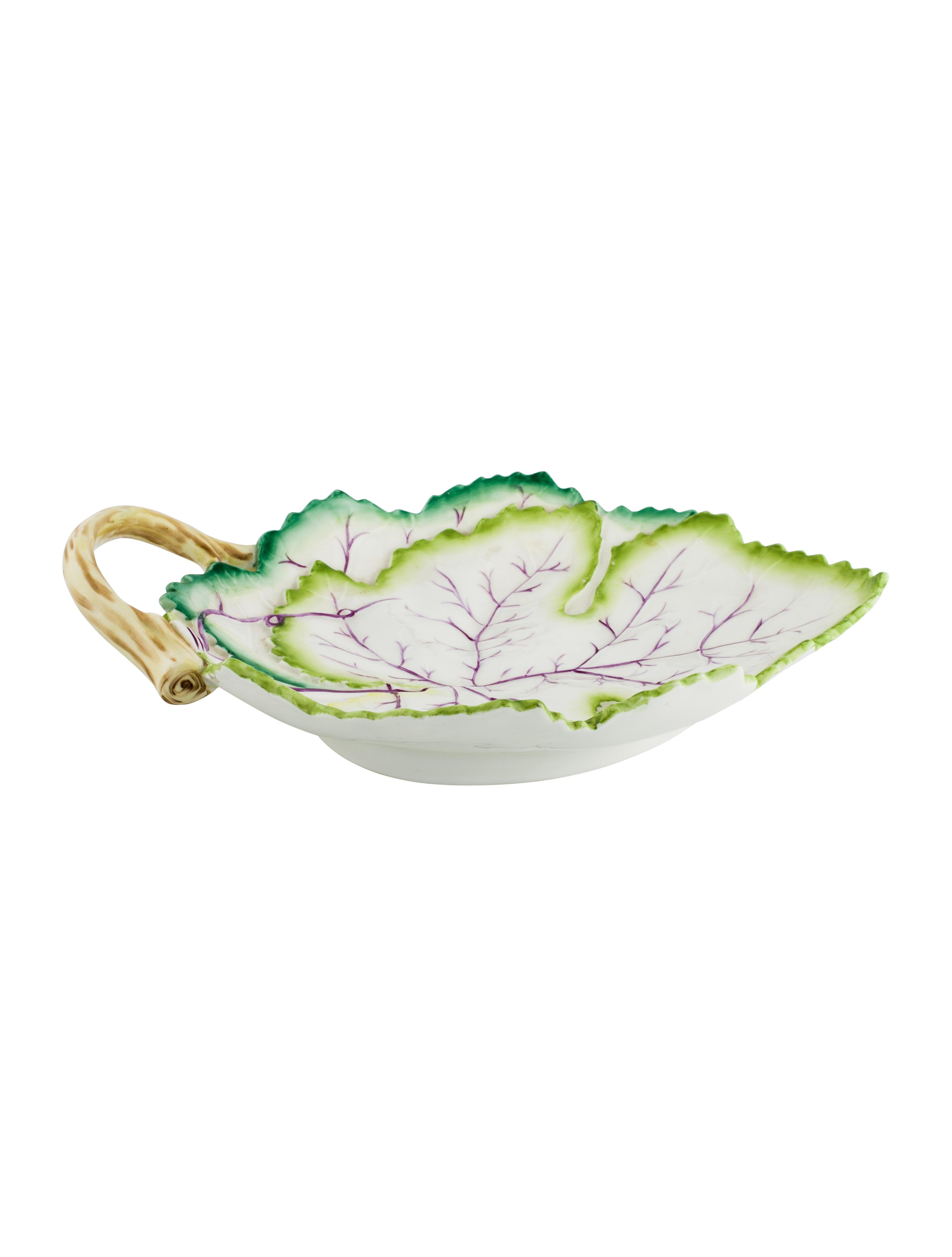 Charming Porcelain Leaf Dish