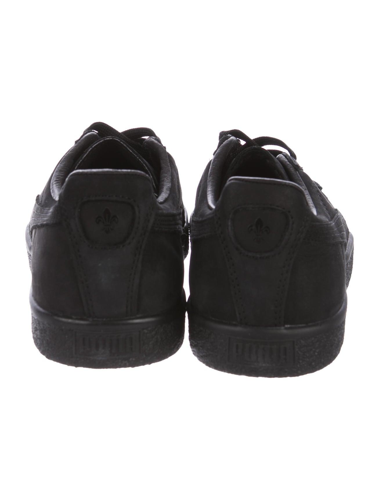 puma x en noir suede clyde low top sneakers shoes wpaen20002 the realreal. Black Bedroom Furniture Sets. Home Design Ideas