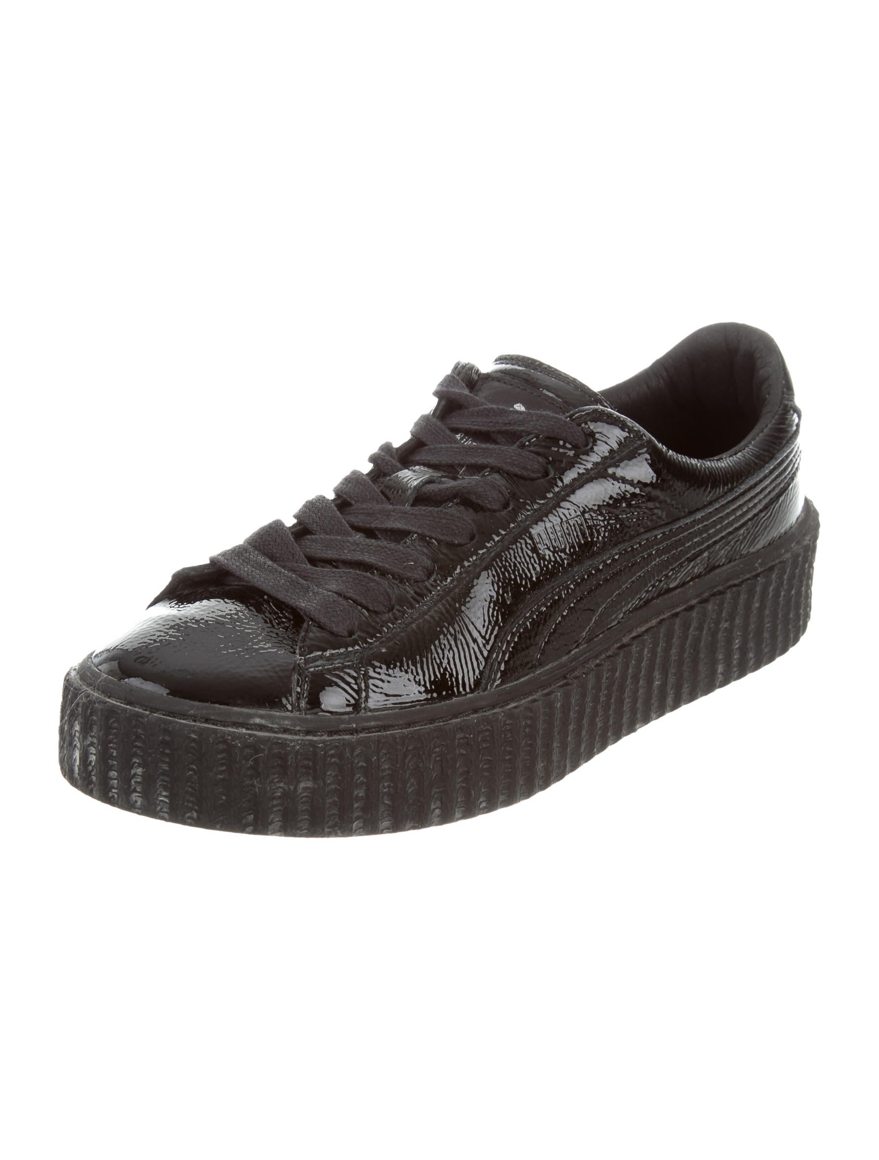 T.U.K. Black Hologram Patent 3-Buckle Pointed Creepers cuz you're dope af! Get to steppin' with these vegan patent leather creepers that have a black hologram detail all ova, comfy rubber soles and buckle closures on the tanahlot.tk: T.U.K.