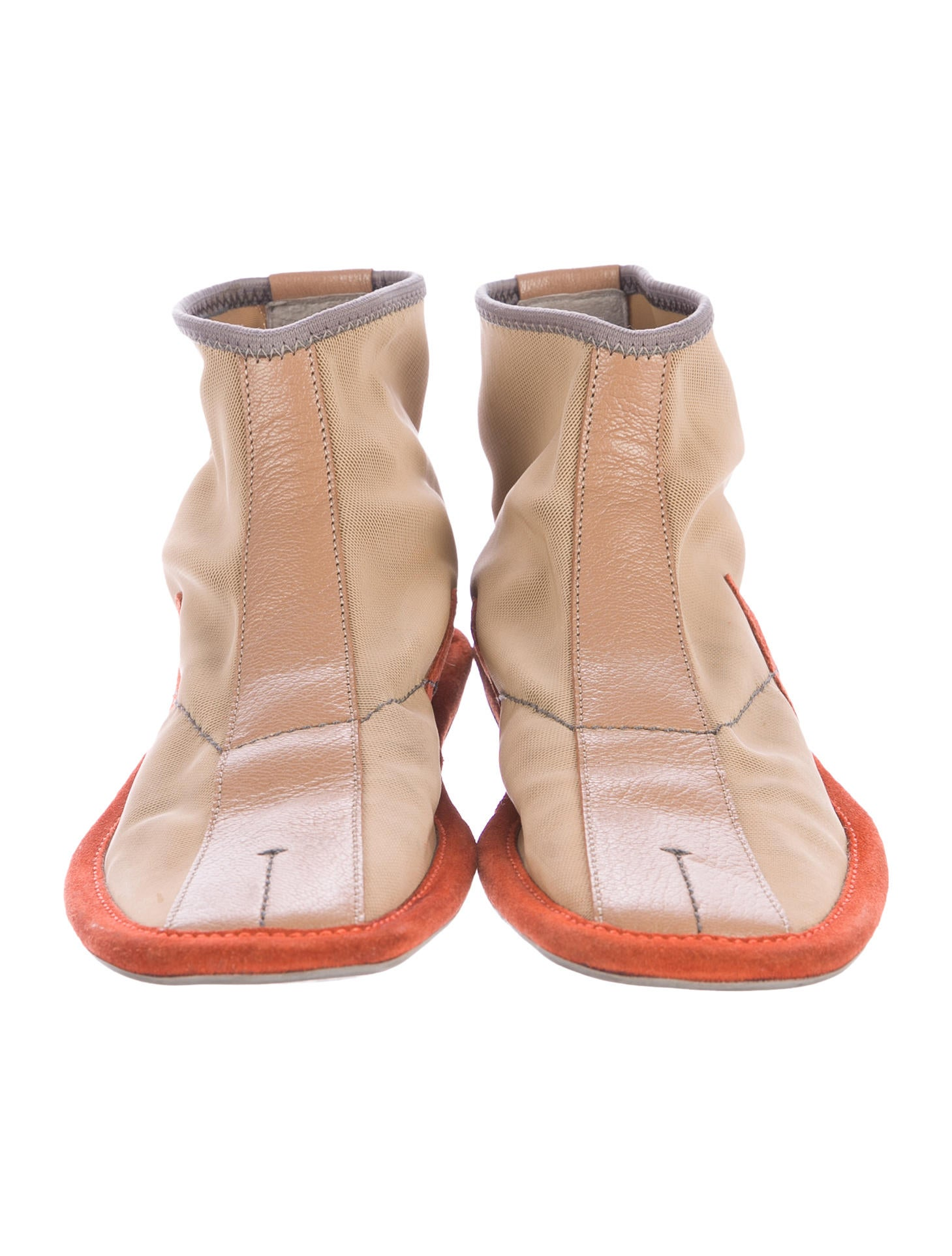 Women's Ankle Boots. A shoe collection is not complete without at least one pair of ankle boots. Our curation of women's ankle boots offers a combination of flats and heels perfect to take you from daytime strolls to night time dinners (and plenty of dancing).