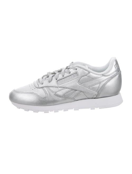 Reebok Leather Round-Toes Sneakers Silver