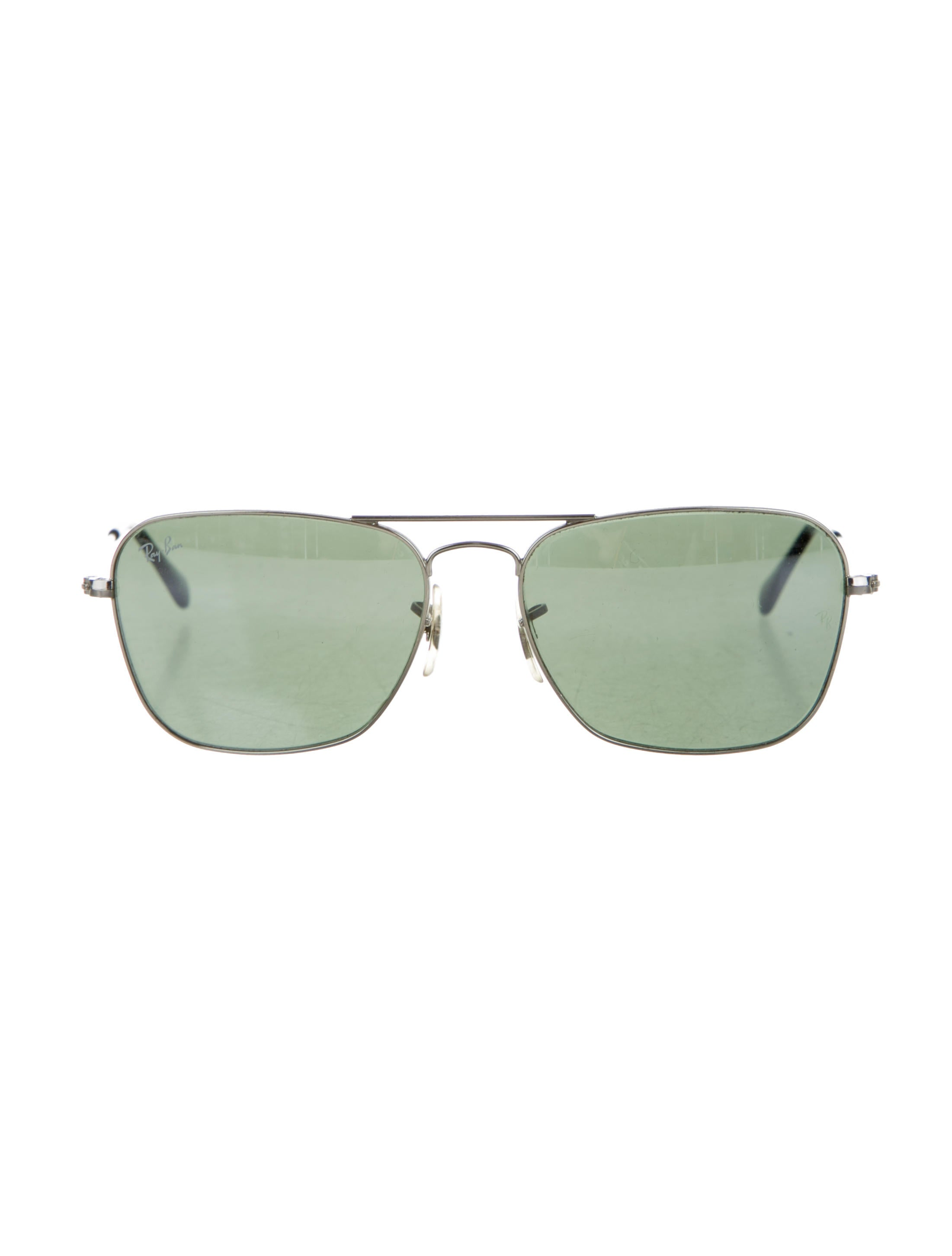 For sale is a brand new pair of sunglasses aviator style handmade in Italy by Oliver Peoples, These are unisex; they come in their original leather case, box, dust cloth and a booklet. They made out of a very light silver color metal with gray mirror lenses.