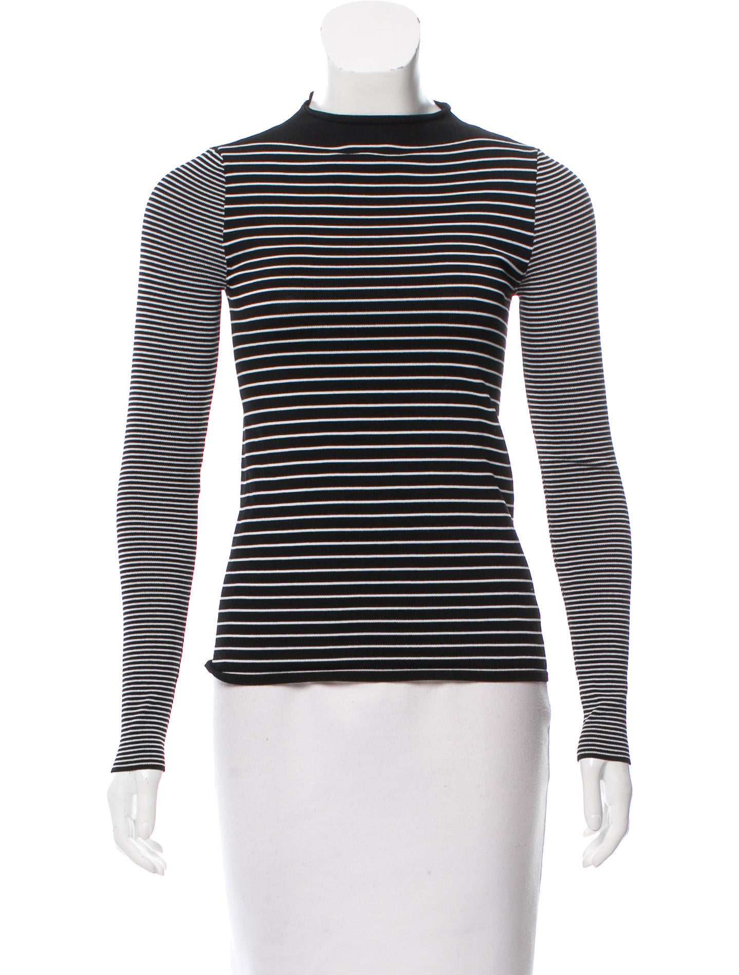 A fitted long-sleeved top with a ribbed rounded neck, striped to perfection in white and black. Have you ever met a top that hugs you just as much as you want to hug it back? You're welcome. In a size small the chest width is 80 cm and the length is 64 cm. The model is cm and is wearing a size S.