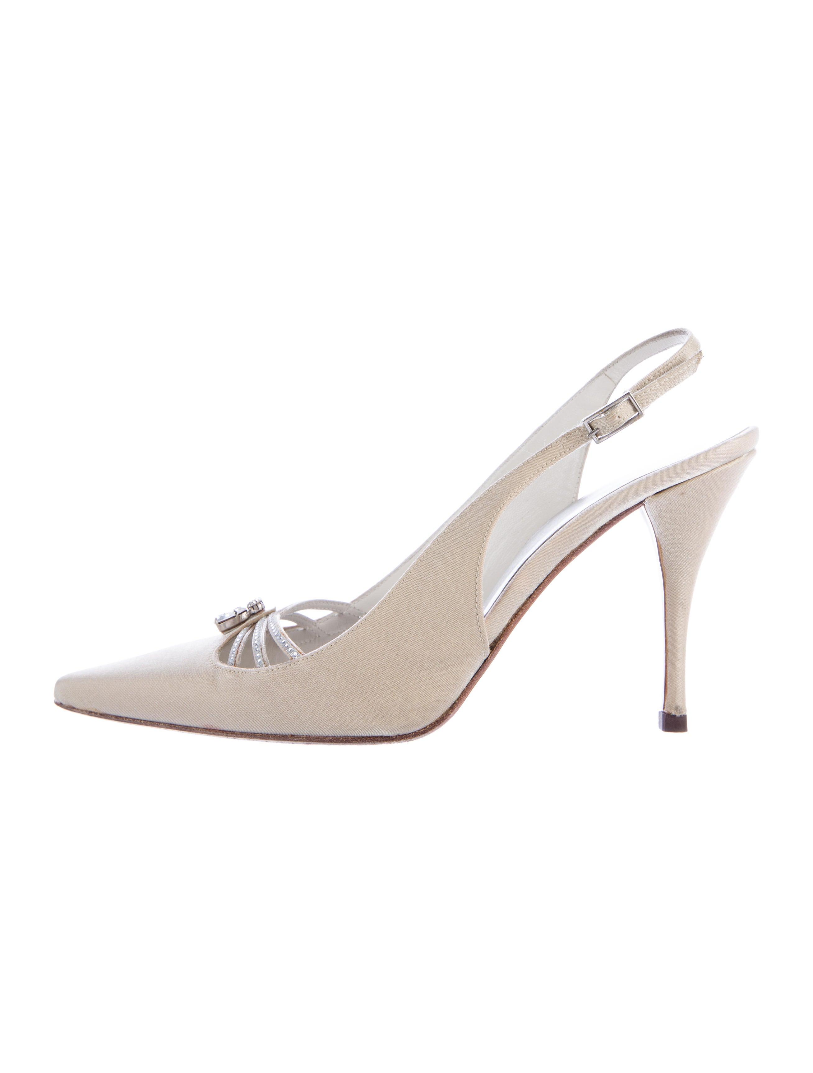 stuart weitzman embellished satin pumps shoes wsu28150. Black Bedroom Furniture Sets. Home Design Ideas