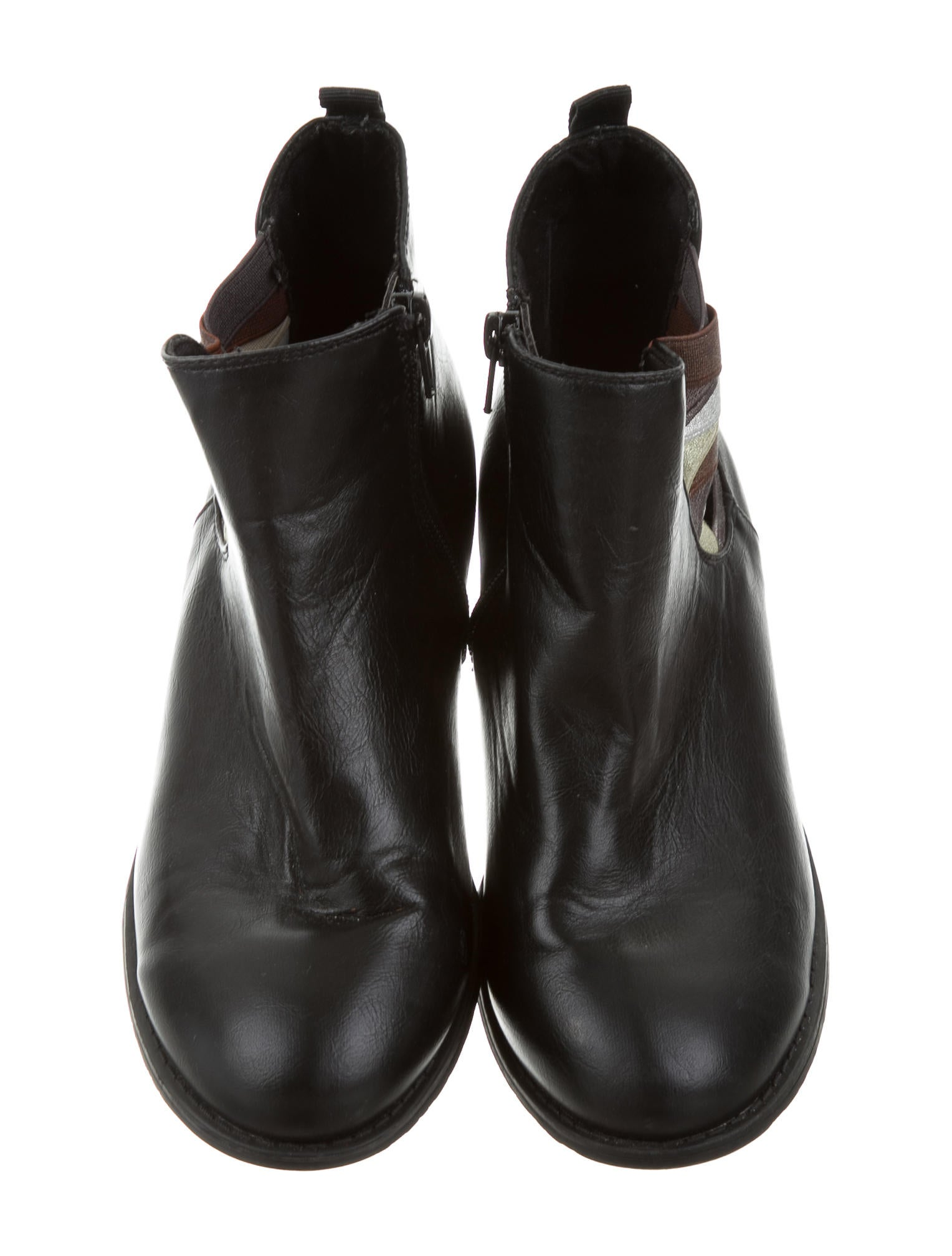 Ankle booties are a great option when you want full foot coverage without the bulk of tucking pants into or pulling them over the shaft of a higher boot. Pinterest.