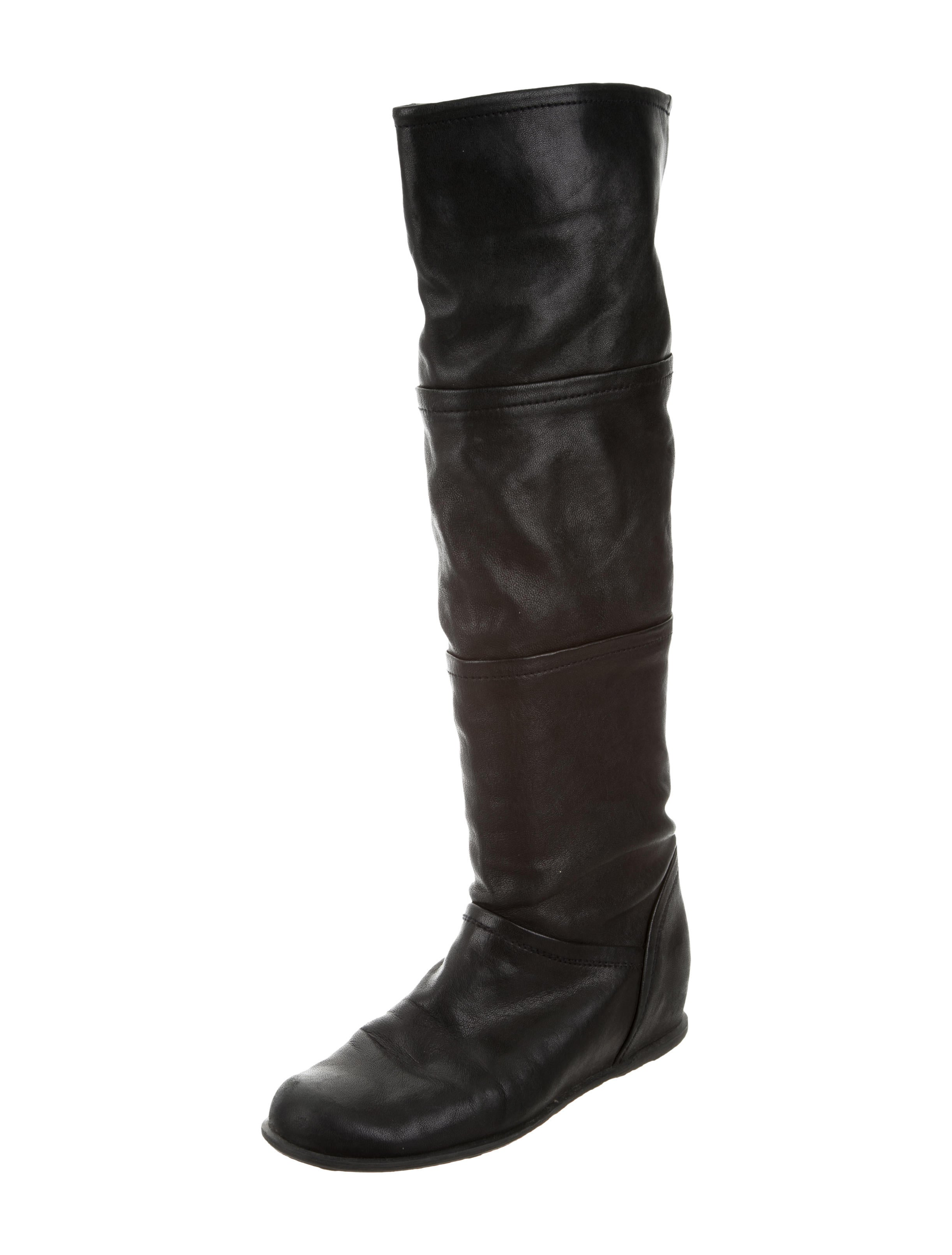 Knee-high and Dress Boots Say goodbye to boring boots and say hello to knee-high and dress boots at Shoe Carnival. Look for chic, understated dress options in black or brown, or pick over-the-knee and high-heeled boots to make a dramatic statement.