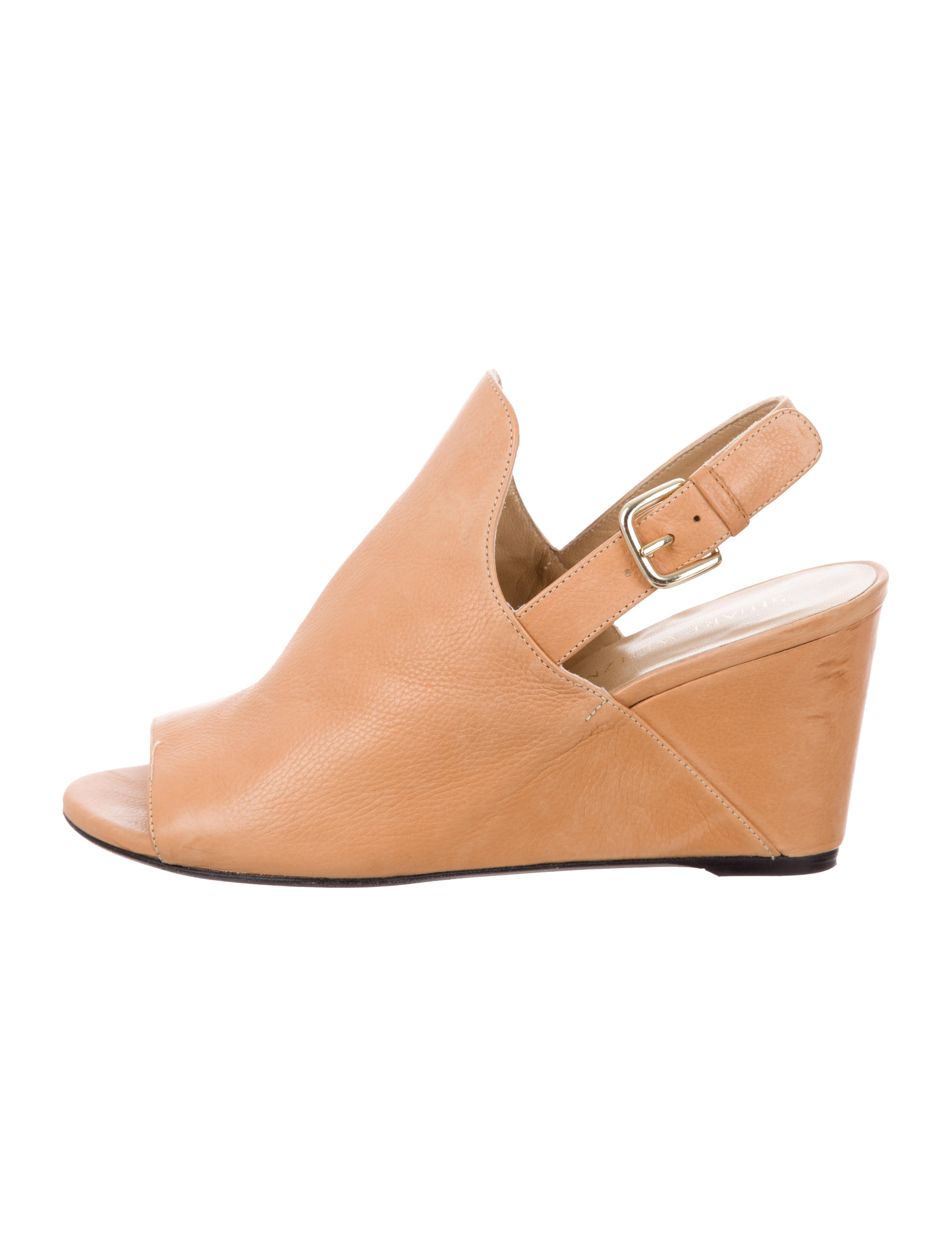 Women's Peep Toe Mini Wedges (Wide Width) Shoes>Heels>Flatform & Wedge Heels in black. Wide fit footwear. Rock your look from Torrid to Festivals like Coachella and Lollapalooza, a concert, a show, or just for fun! Torrid is your destination for cozy fall and winter clothes to .
