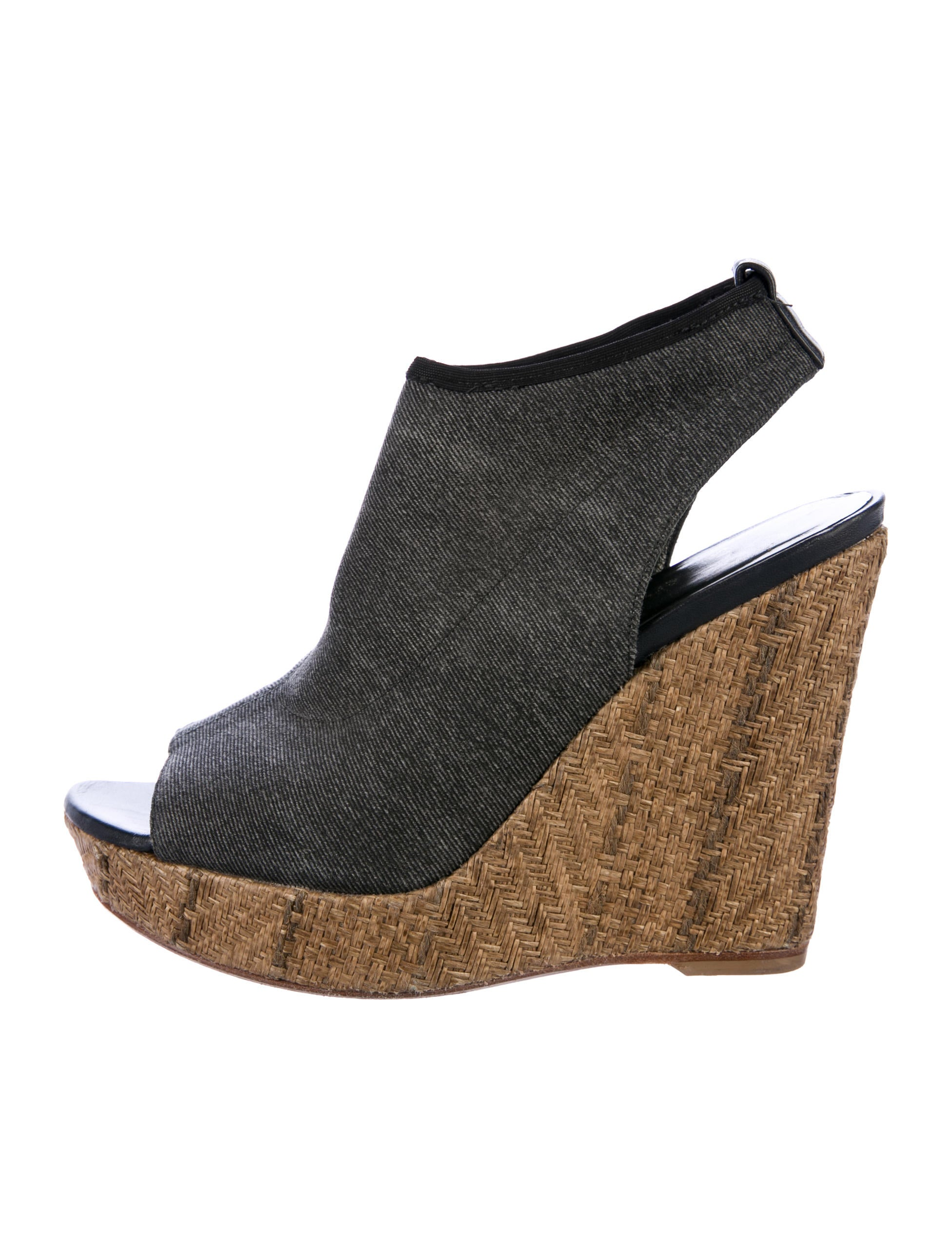 Wedges, a type of platform shoe, have been around since the s. The first wedges didn't have a distinct heel and had cellophane straps. The wedge heel is thick and one piece with the sole, whereas high-heeled shoes have a separate heel.