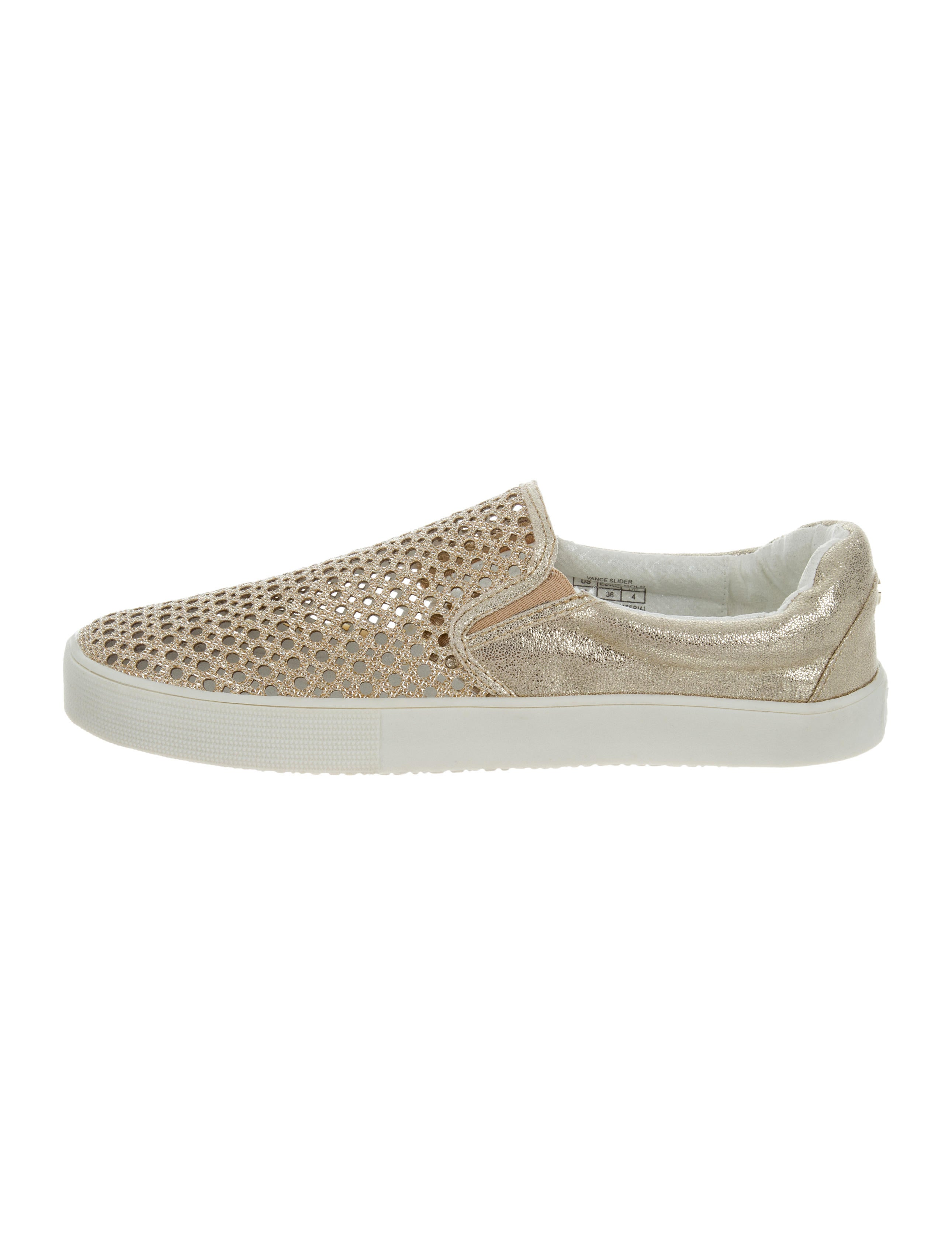 d4524f843a53b7 Stuart Weitzman Vance Metallic Sneakers - Shoes - WSU36374