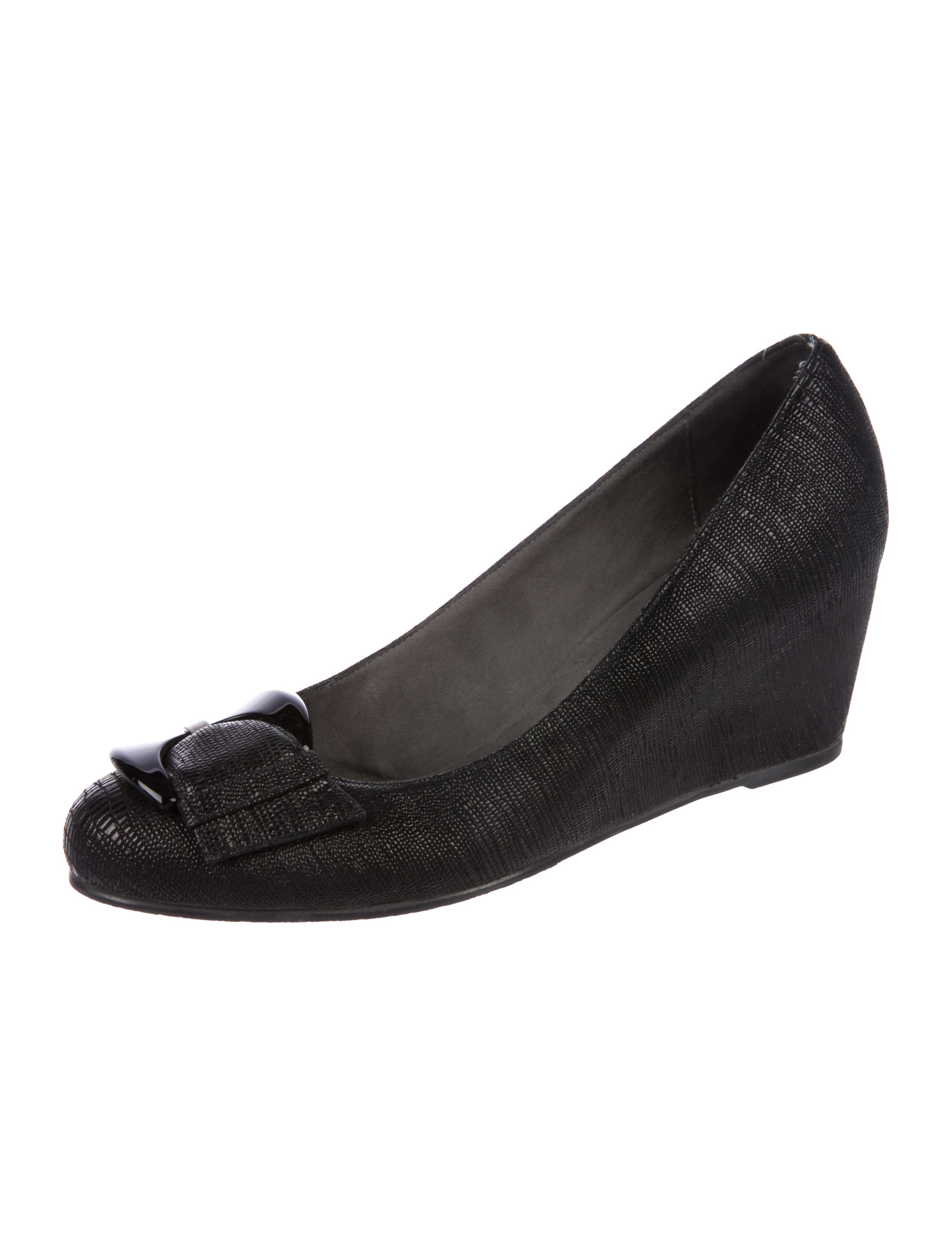 Stuart Weitzman Embossed Leather Round-Toe Wedges fashionable outlet locations sale online enjoy sale online pHtdBVure