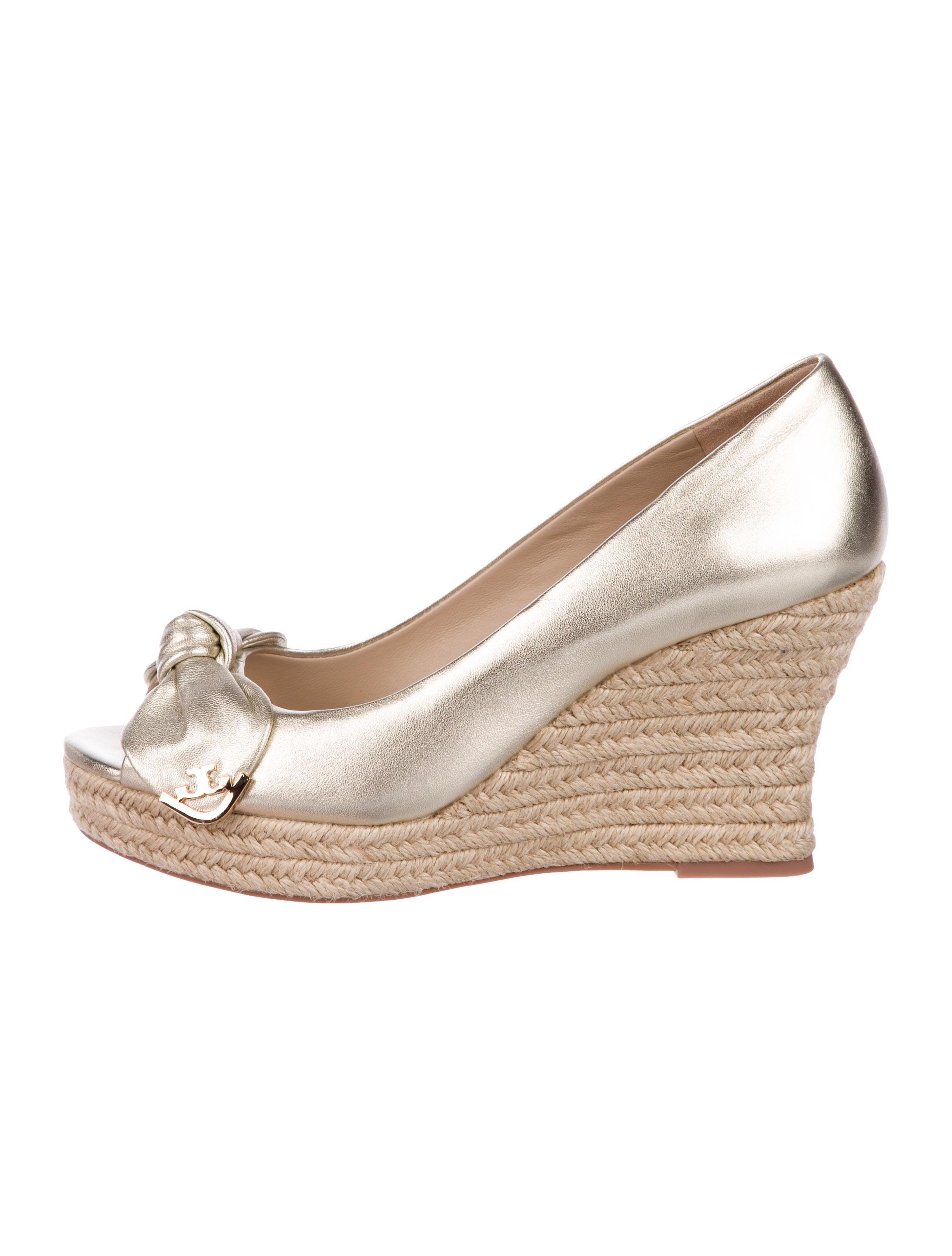 9e392ca3bf18 Tory Burch Dory Metallic Wedges - Shoes - WTO165256