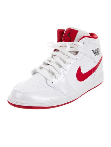 Air Jordans Retro 1 Mid Sneakers