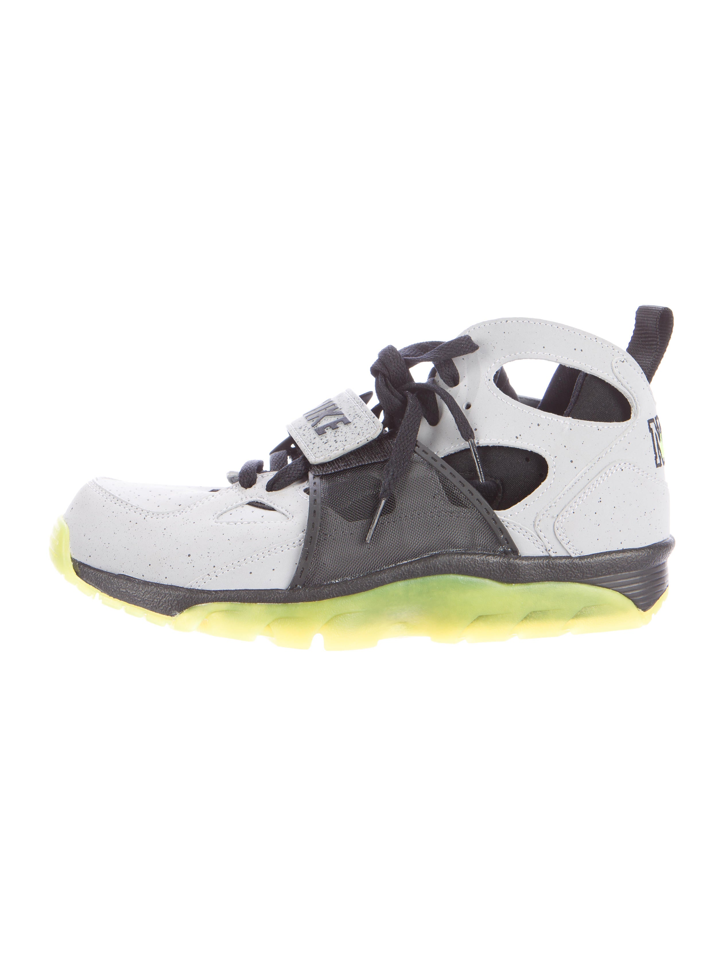 2d2154aff45d Nike Air Trainer Huarache NYC Sneakers - Shoes - WU220581